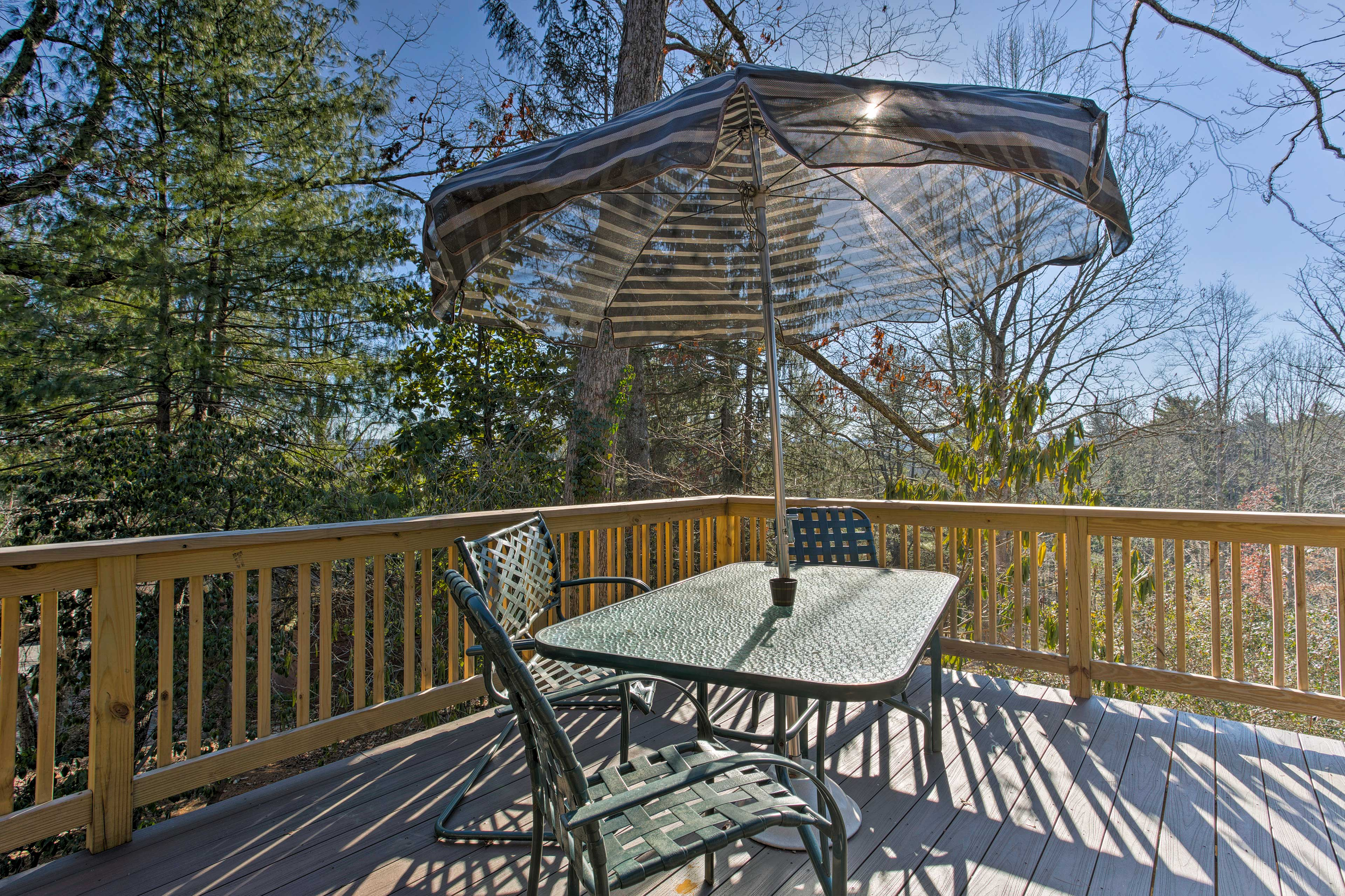 Treat the family to an at-home picnic at the 4-person patio table.