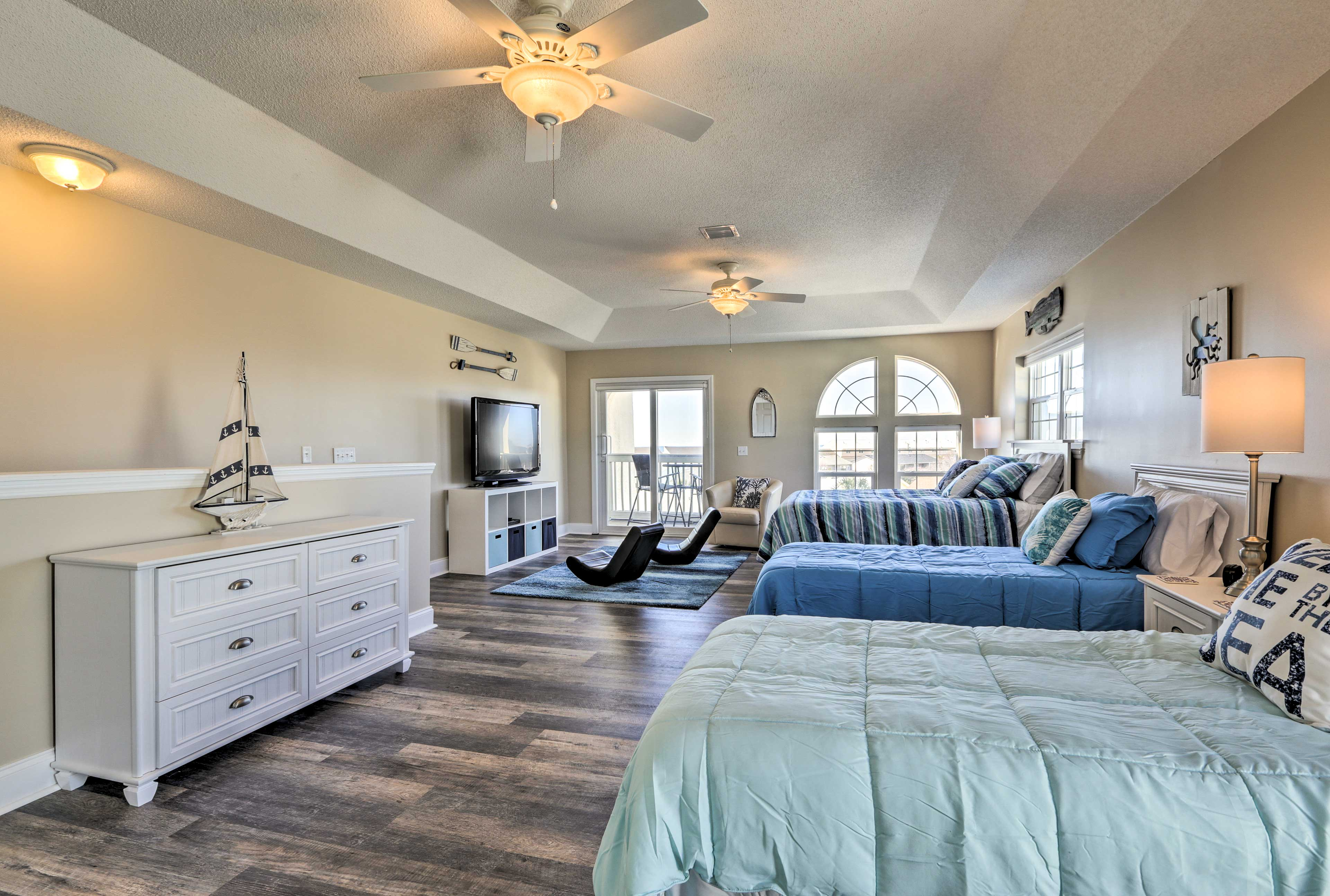 With with 3 bedrooms and 3 bathrooms, this home is perfect for large groups.