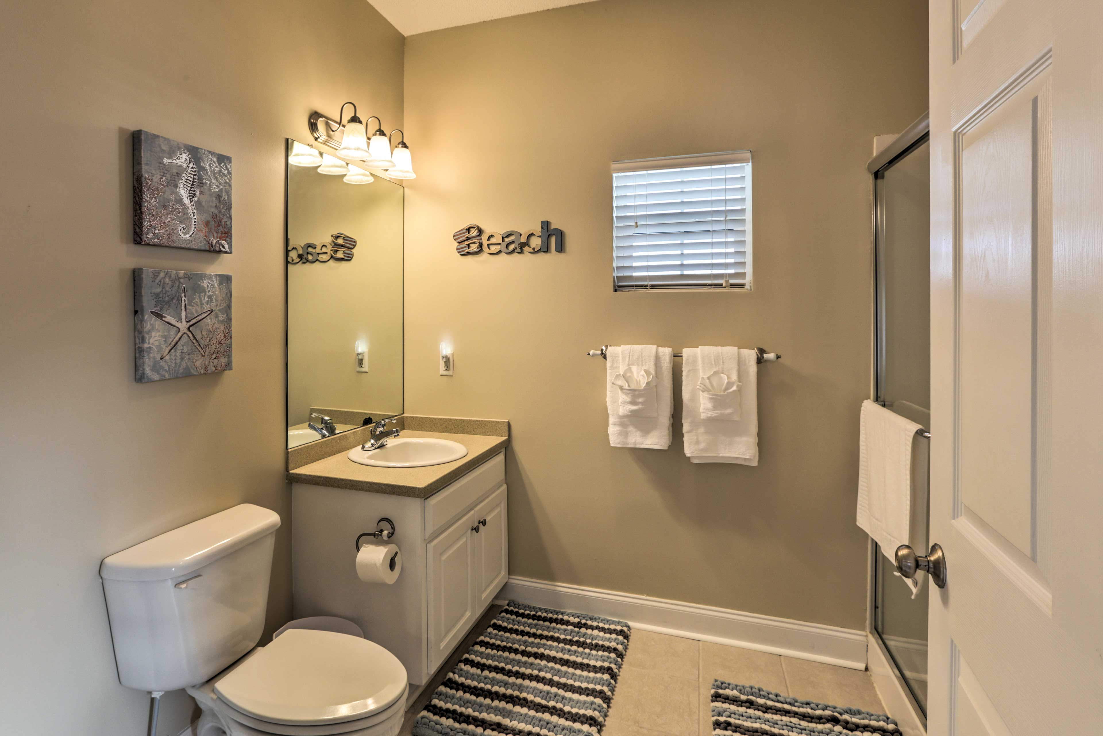 Rinse off the sand and sunscreen in the studio's walk-in shower.