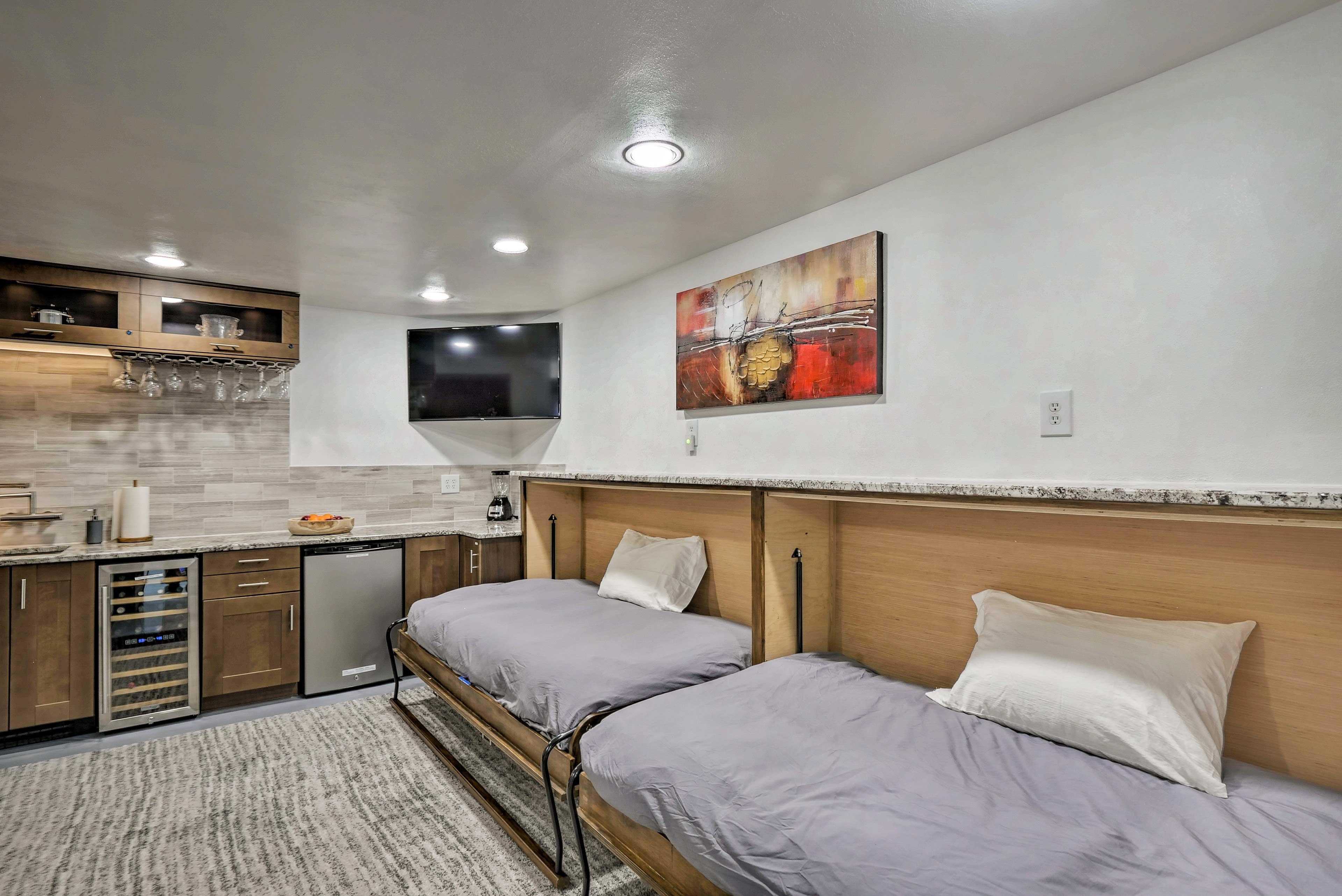 Bonus Room | 2 Twin Murphy Beds