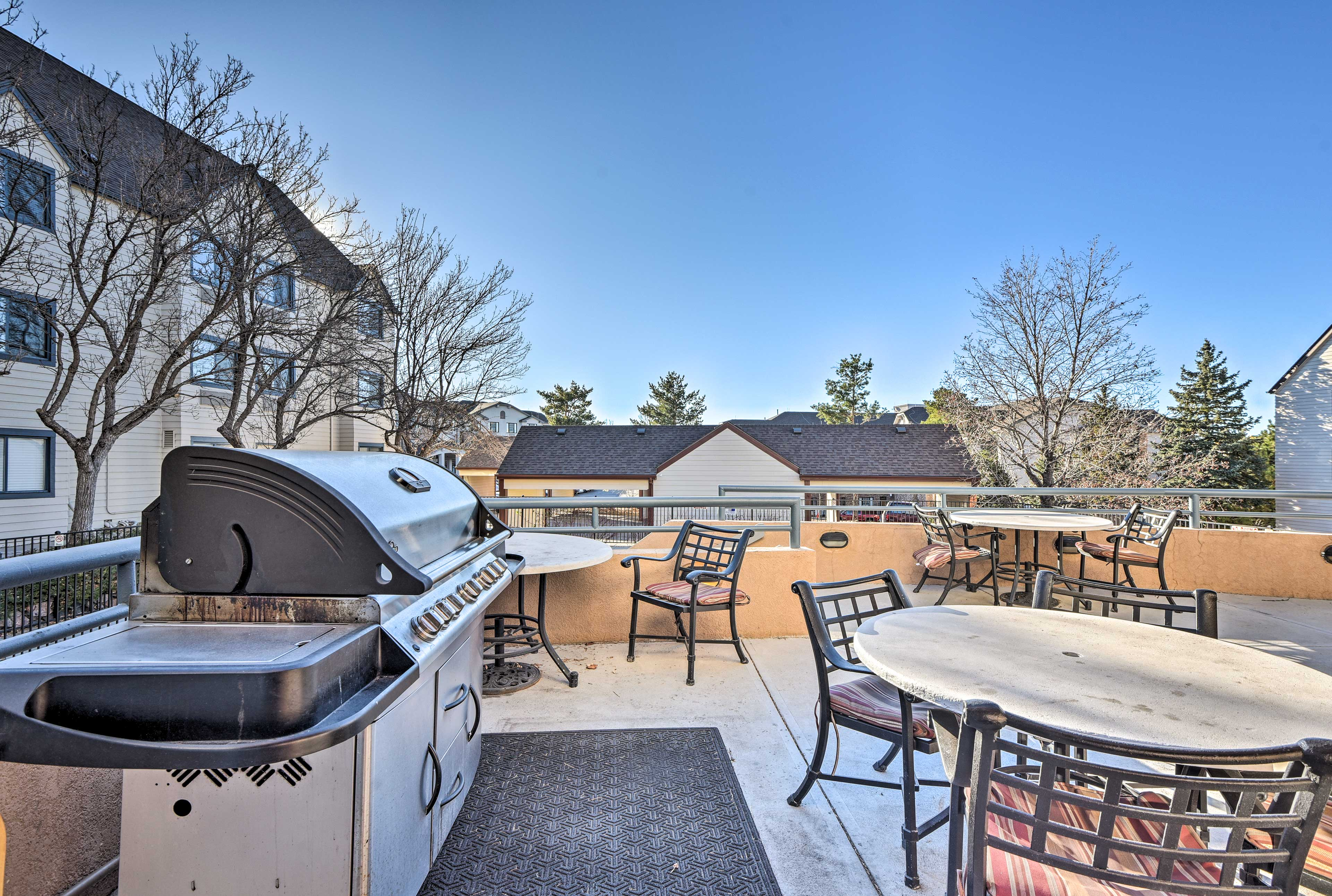 Boston Commons amenities include a seasonal pool, grilling area & fitness center