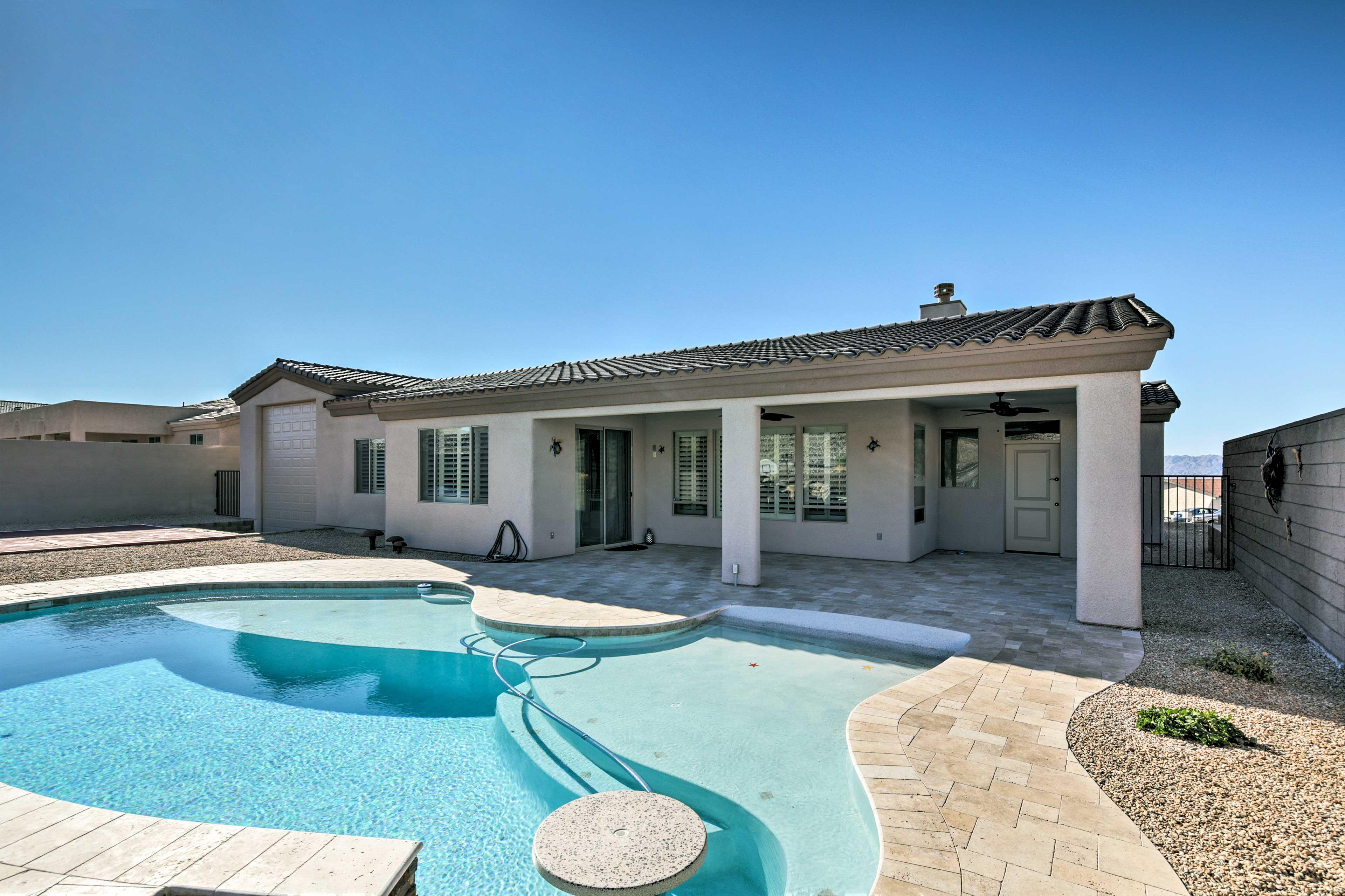 Sunny Arizona awaits at this vacation rental house in Lake Havasu City!