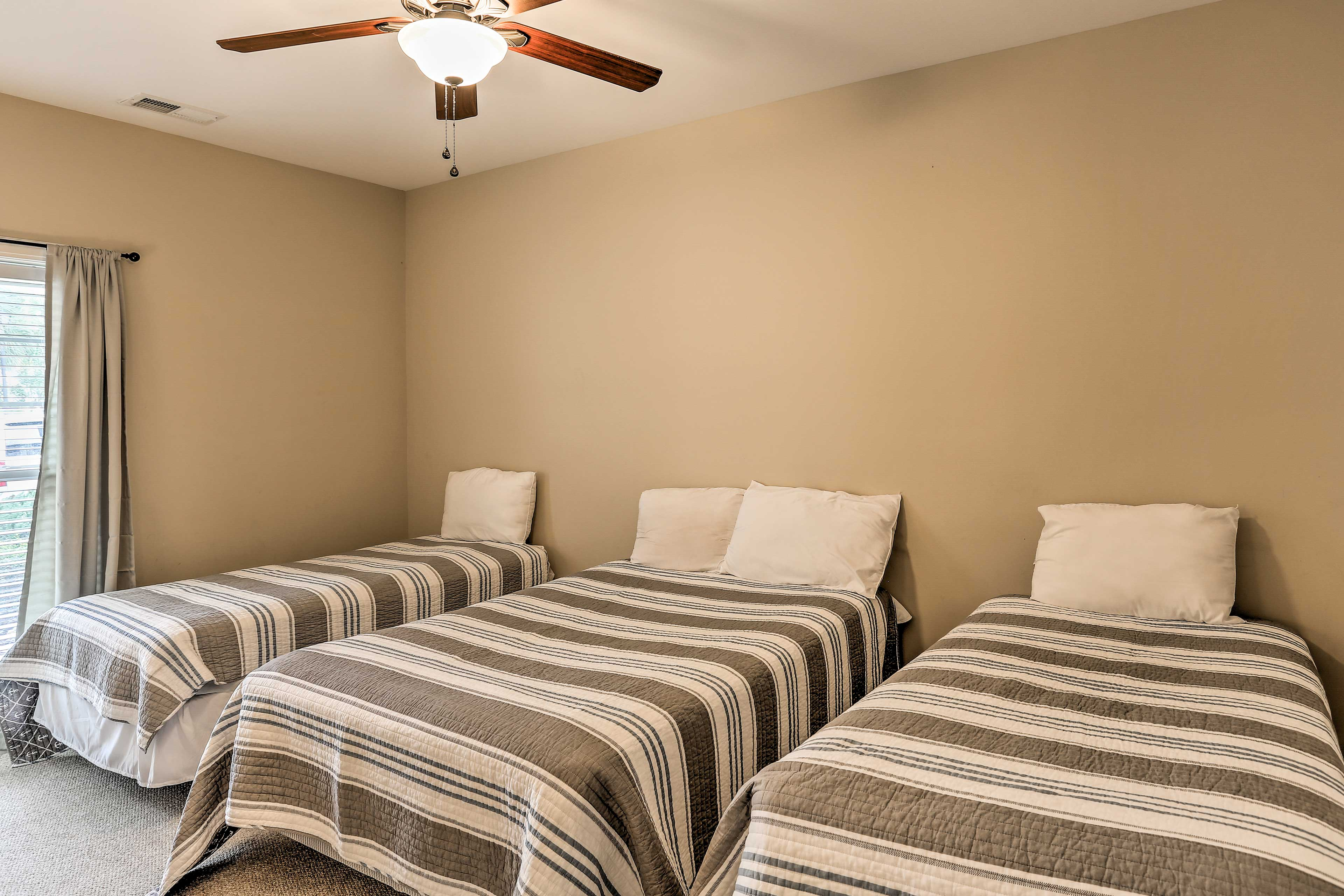 Up to 4 travelers will sleep comfortably in this second bedroom.