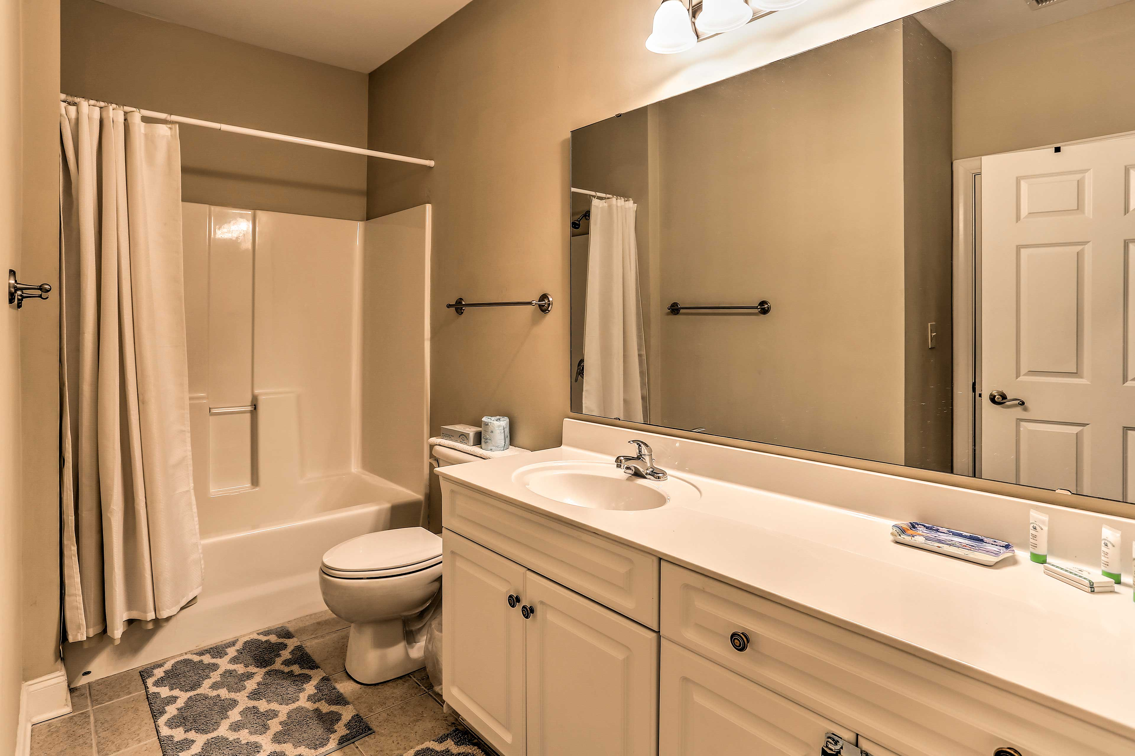Freshen up in this full bathroom!
