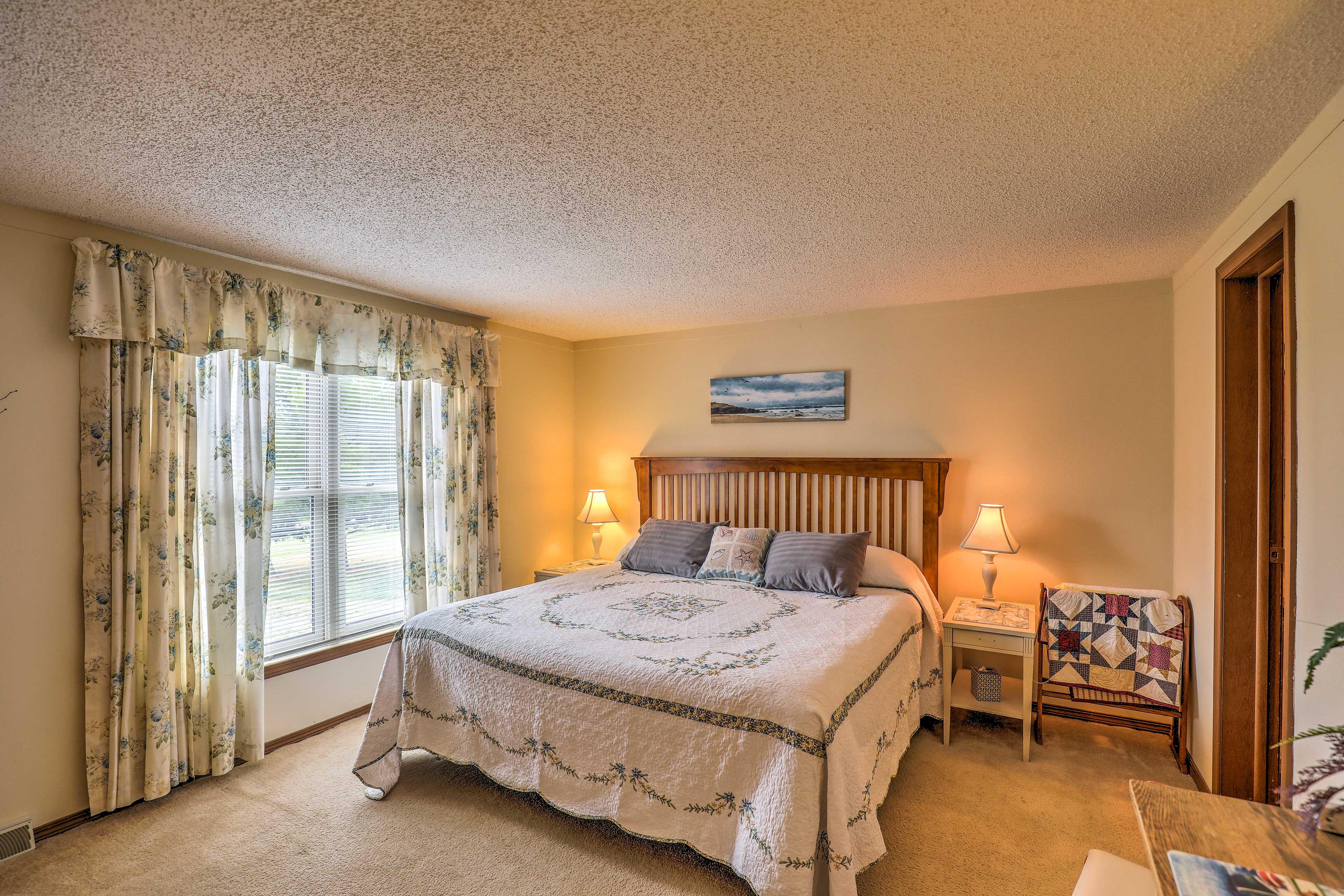 Bedroom 1 | King Bed | 1st Floor