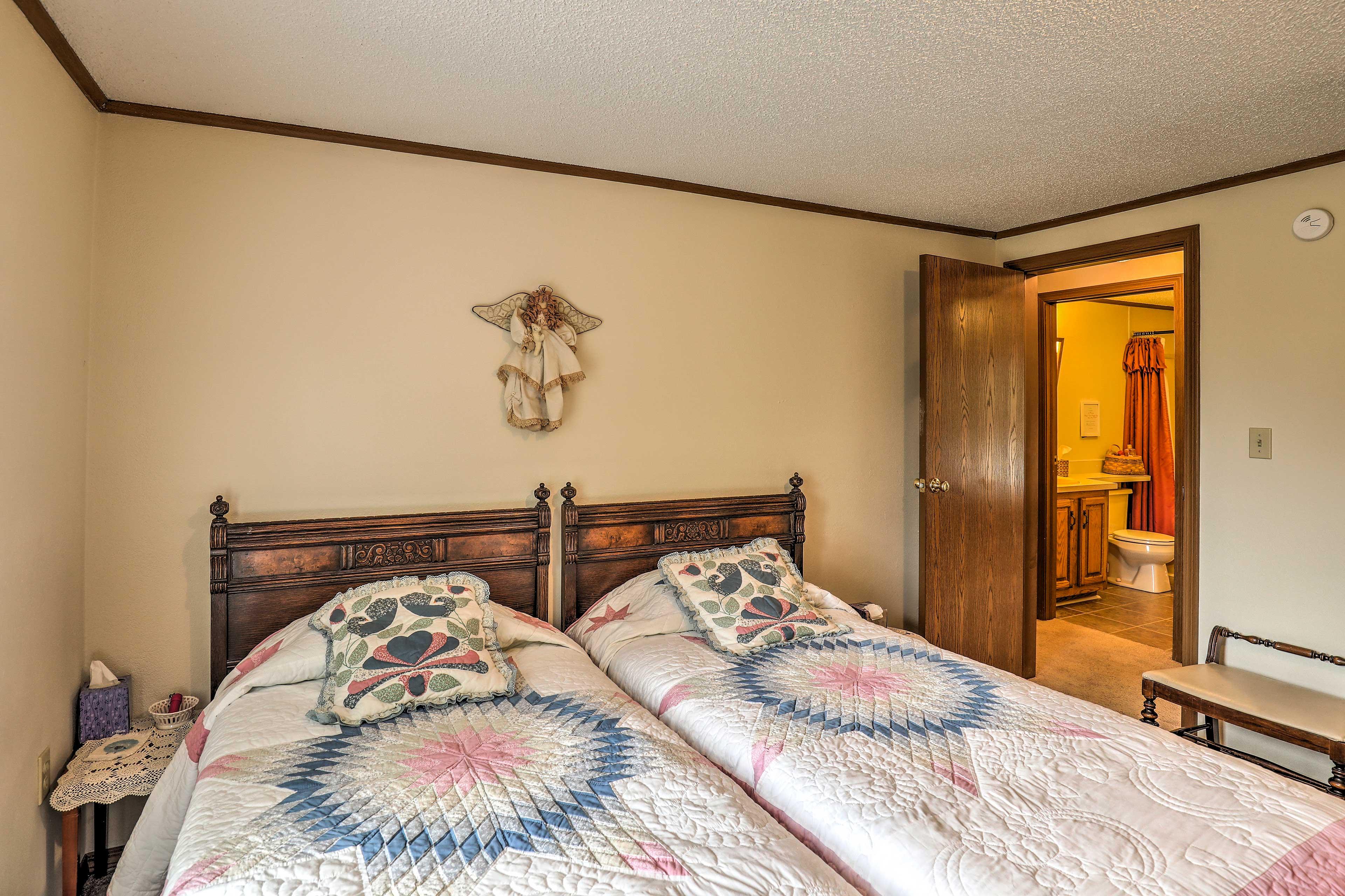 Bedroom 3 | 2 Twin Beds | 1st Floor