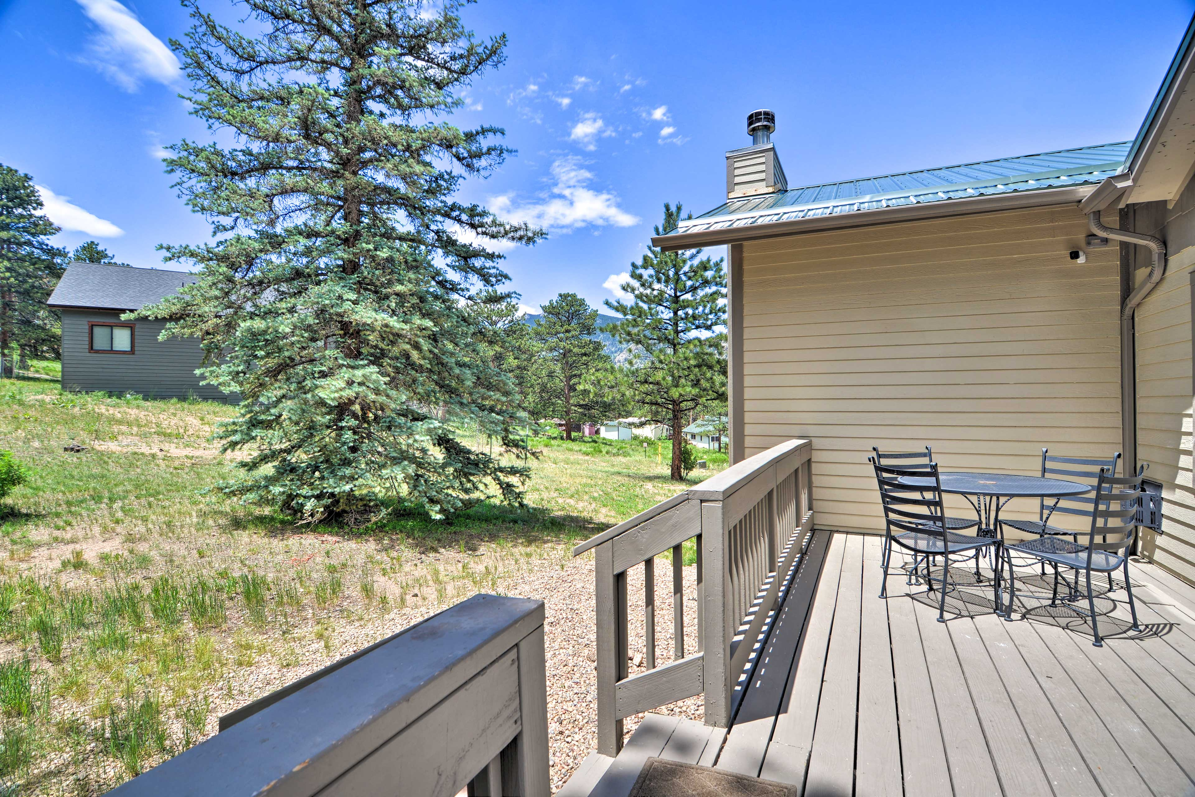 Private Deck   Outdoor Dining Area