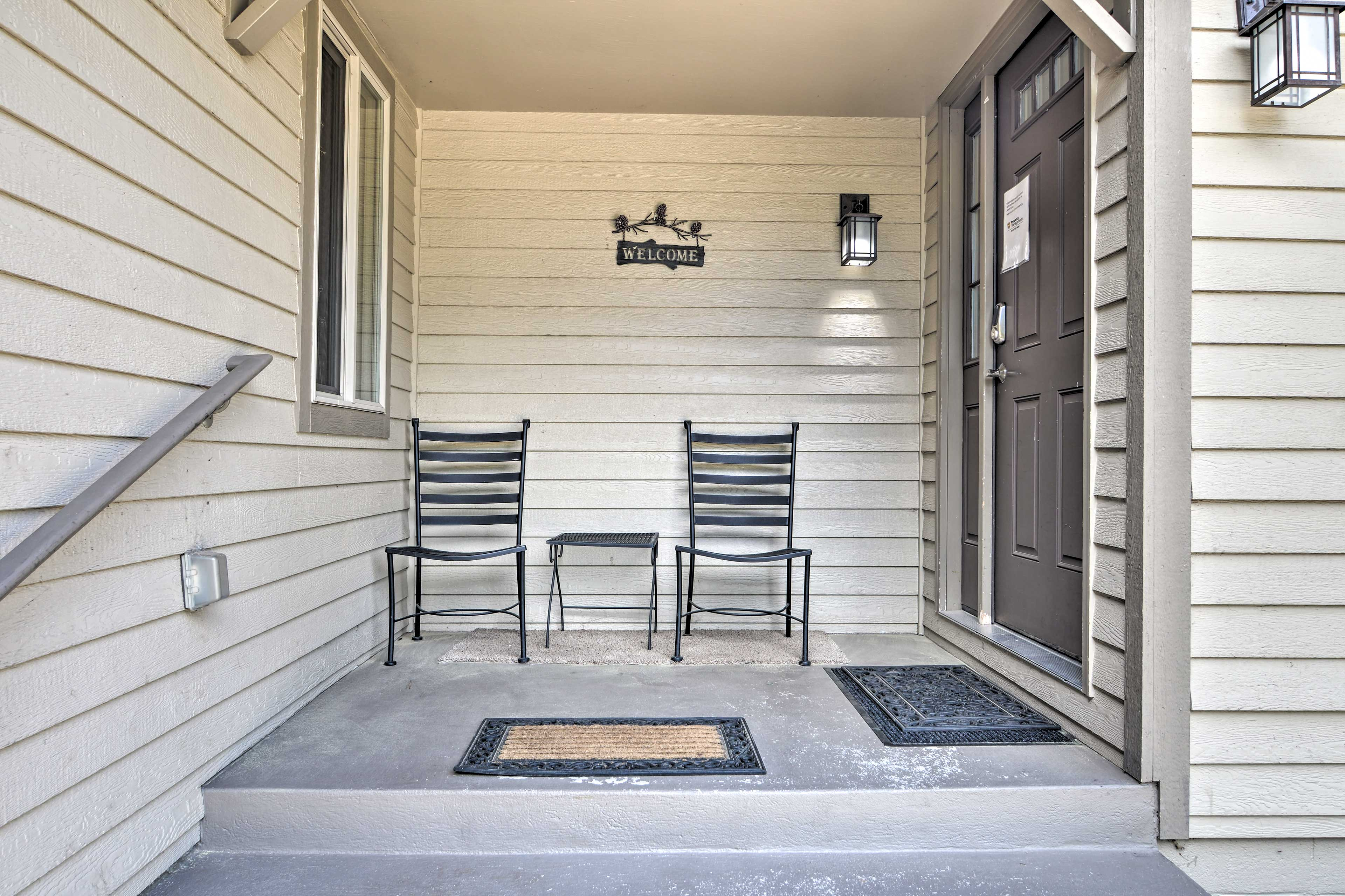 Property Exterior   Front Porch