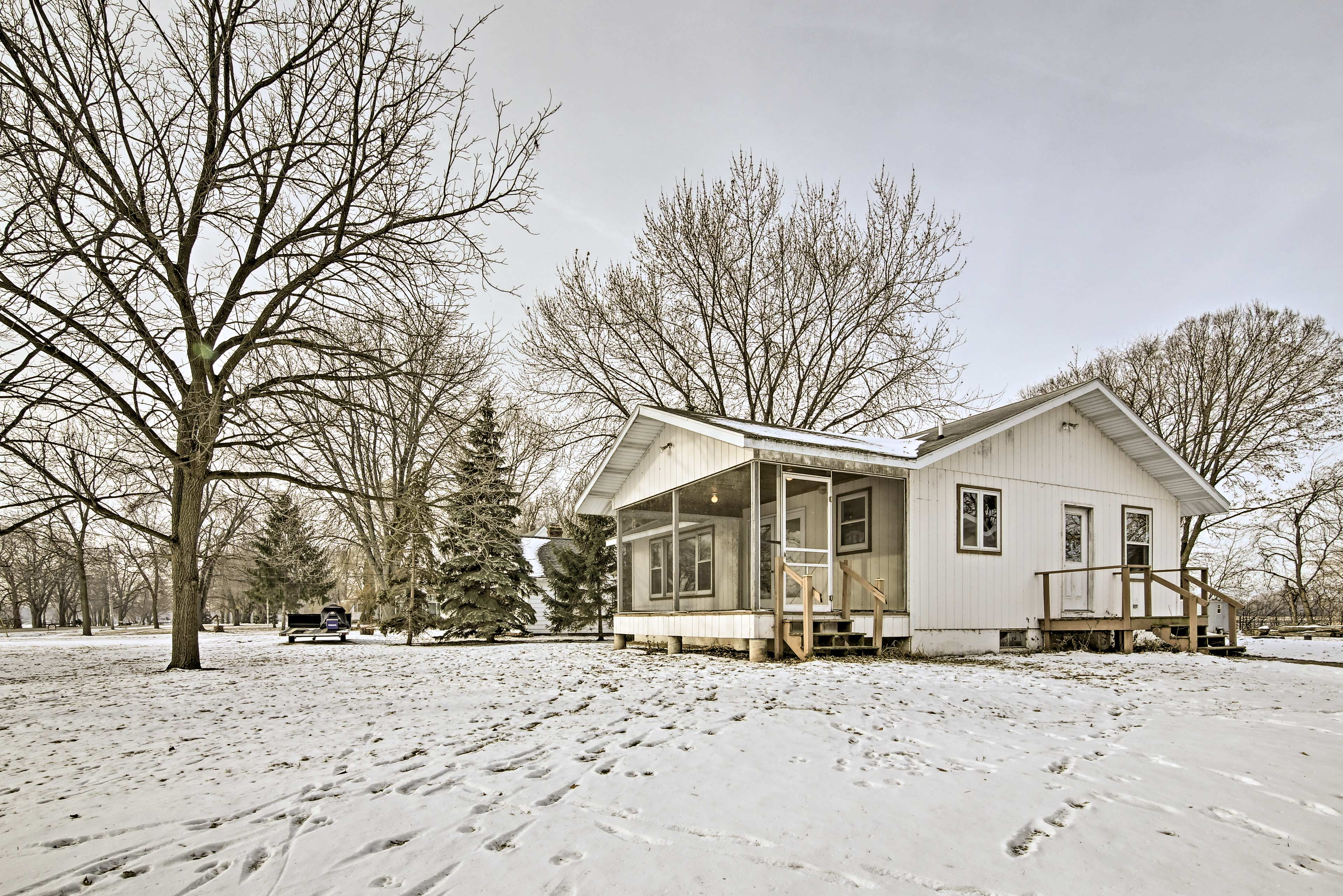 Take a trip to Lake Winnebago and stay at this vacation rental house.