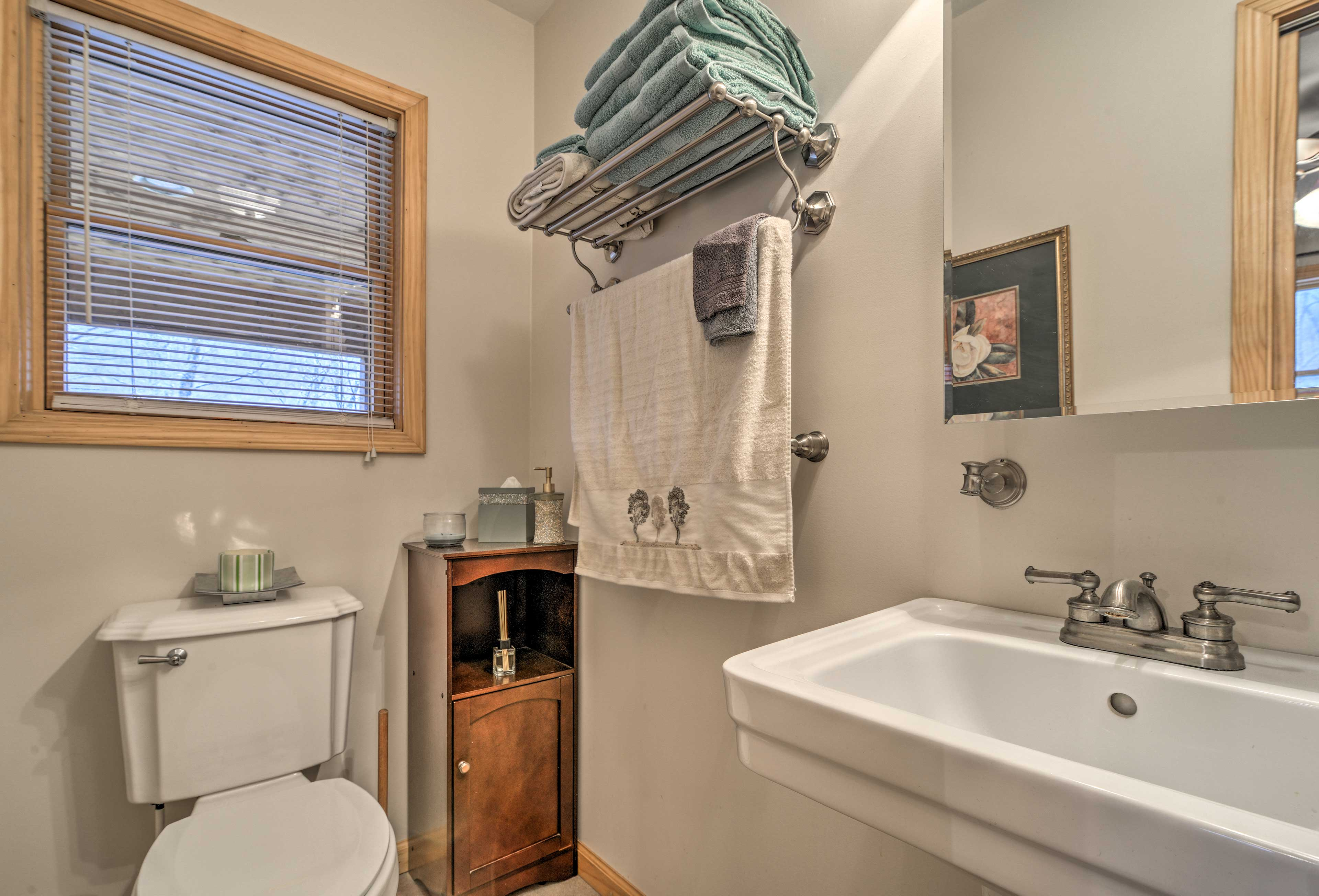 The cabin features 2 full baths.