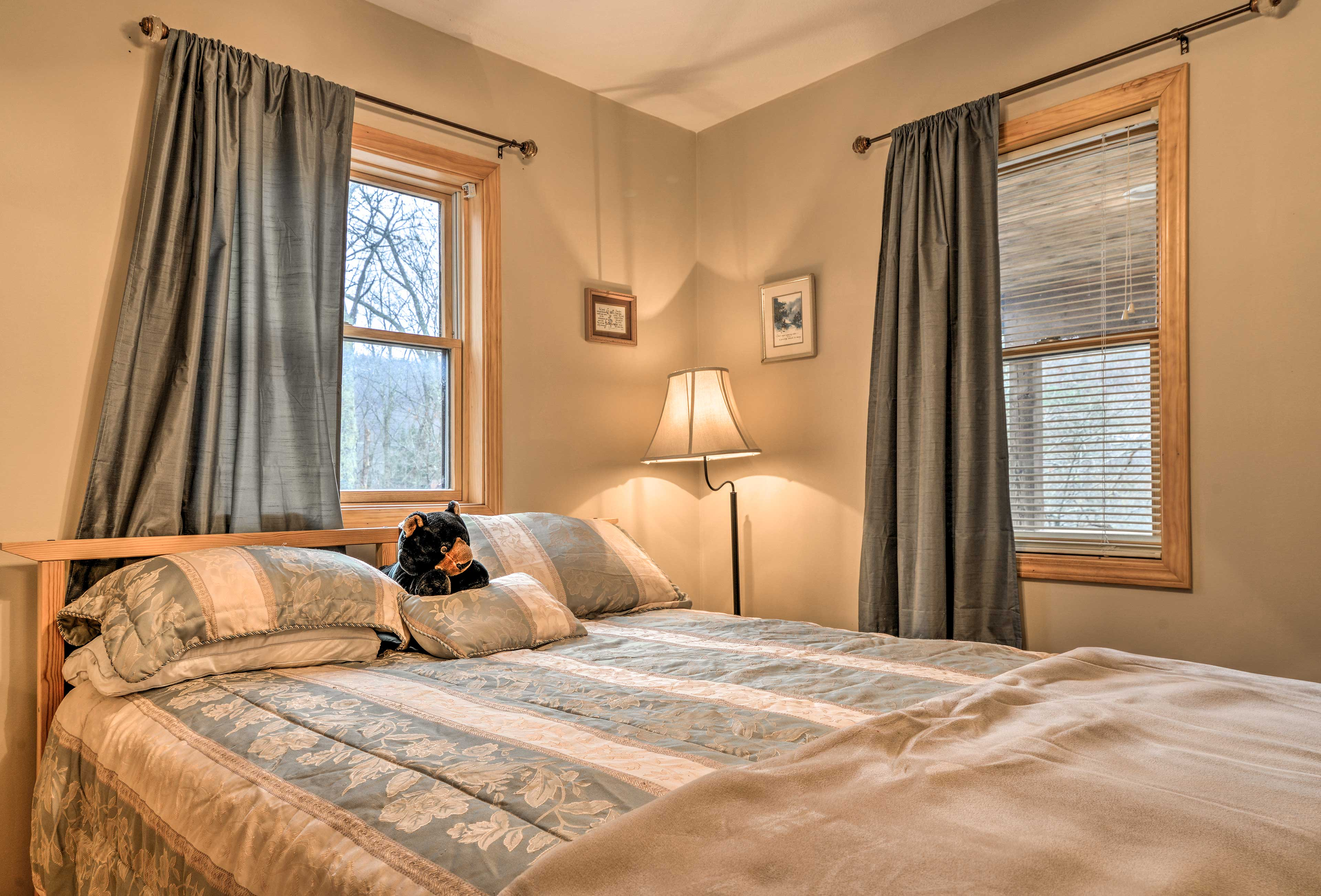 You'll get a bear-y good night of sleep in the master bedroom's queen-sized bed!