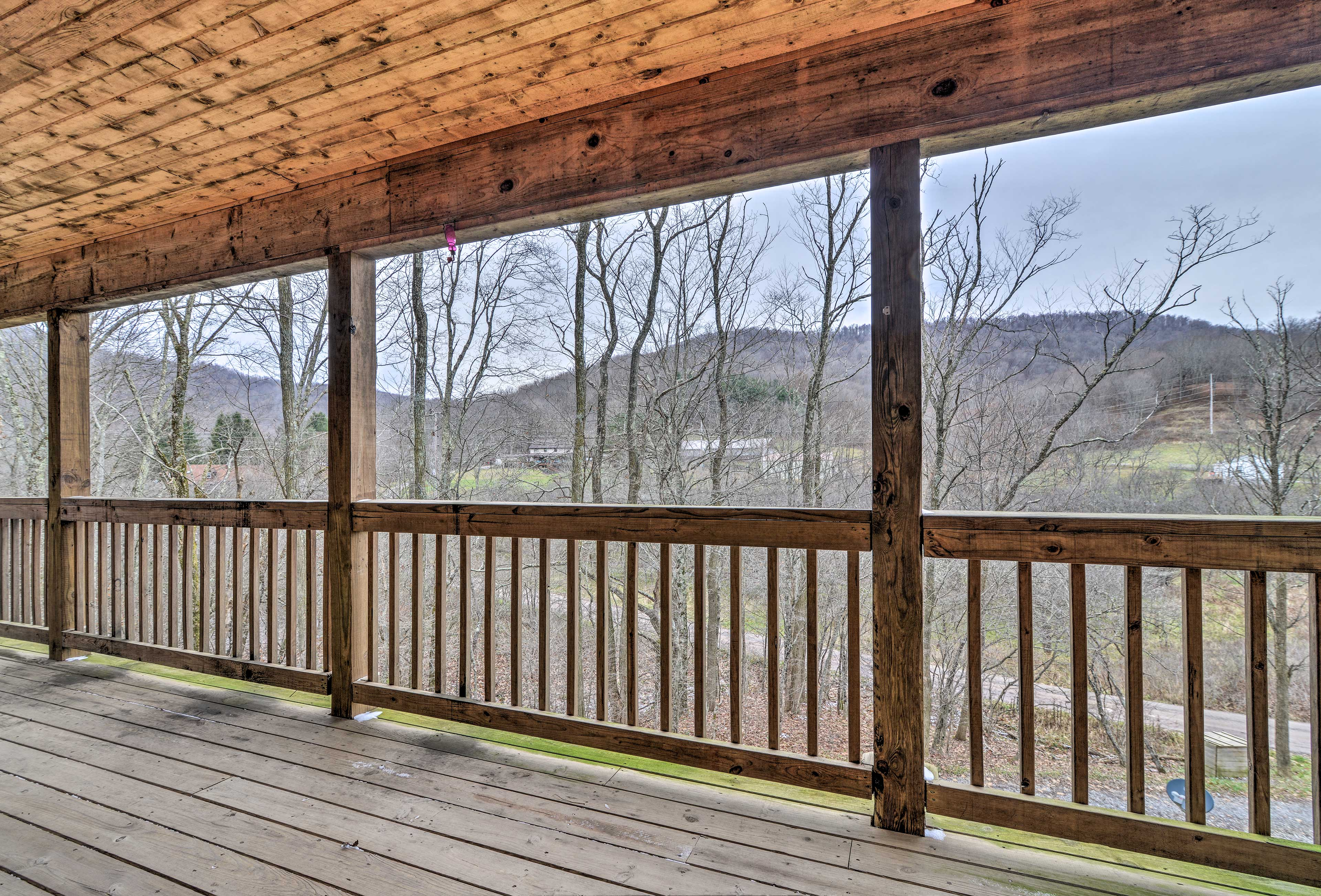 The cabin boasts beautiful mountain views from the private, covered balcony.