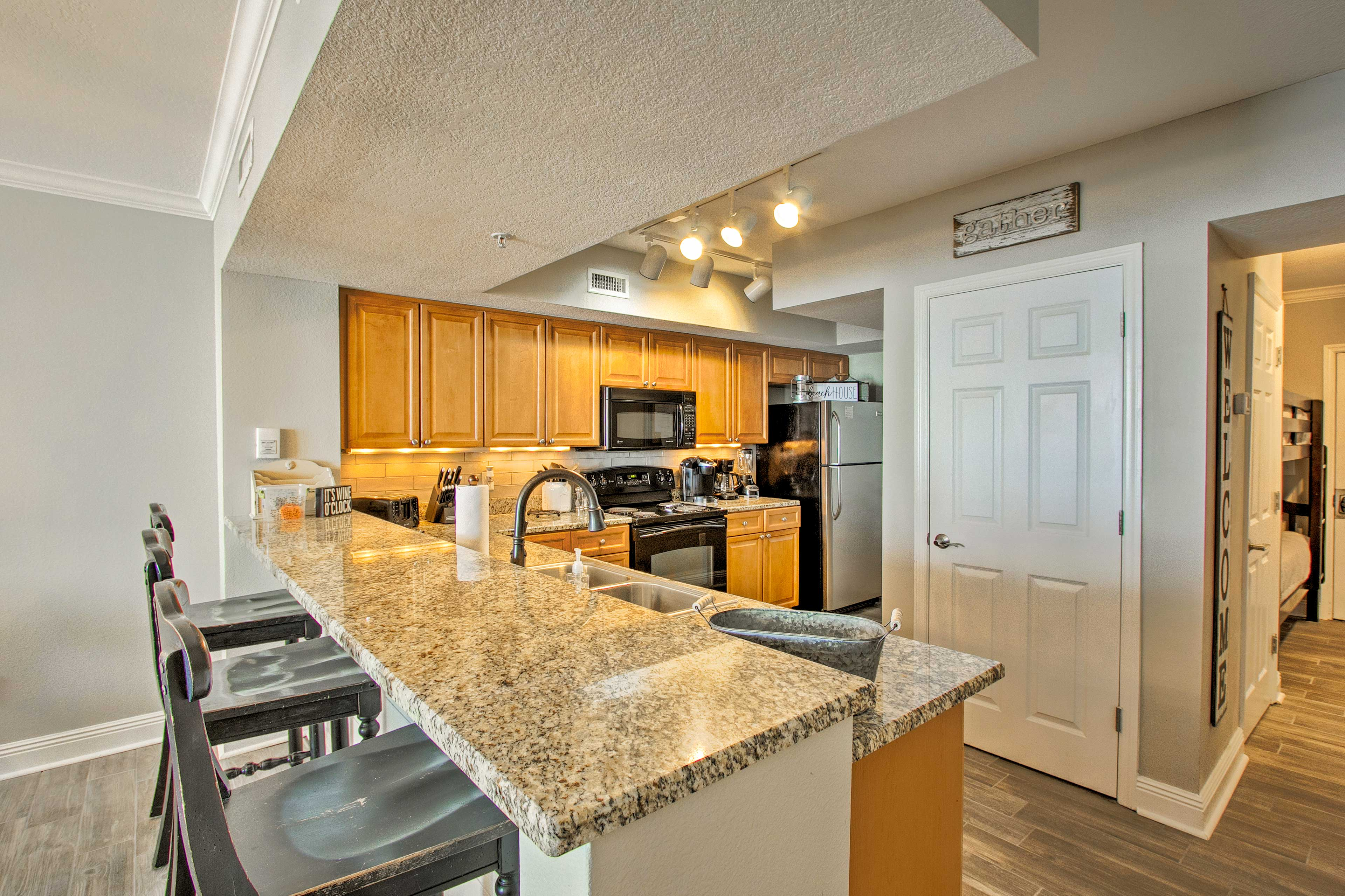 The kitchen comes fully equipped to handle all your cooking needs!