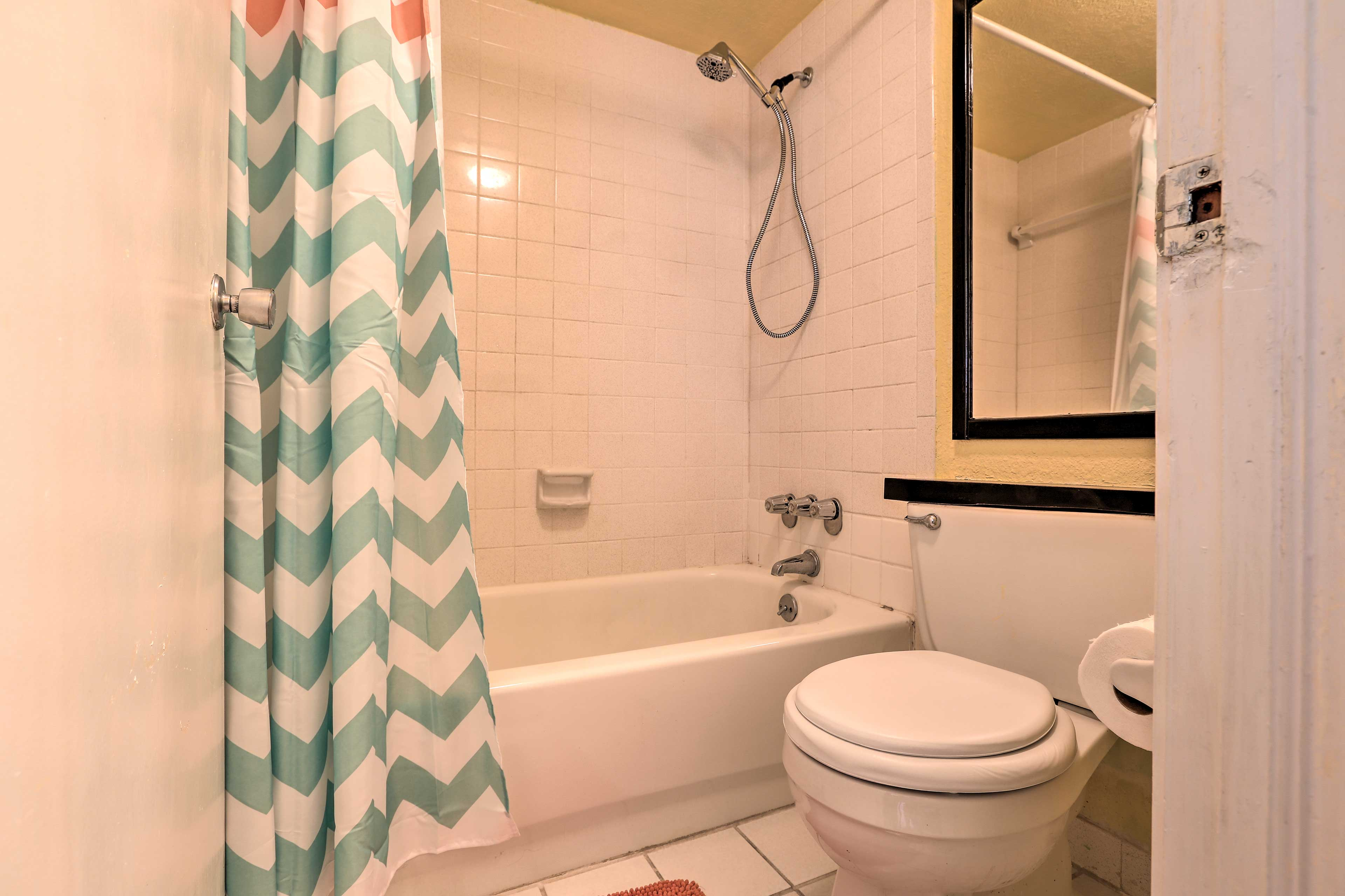 Soak in the tub or enjoy a quick rinse in the shower.