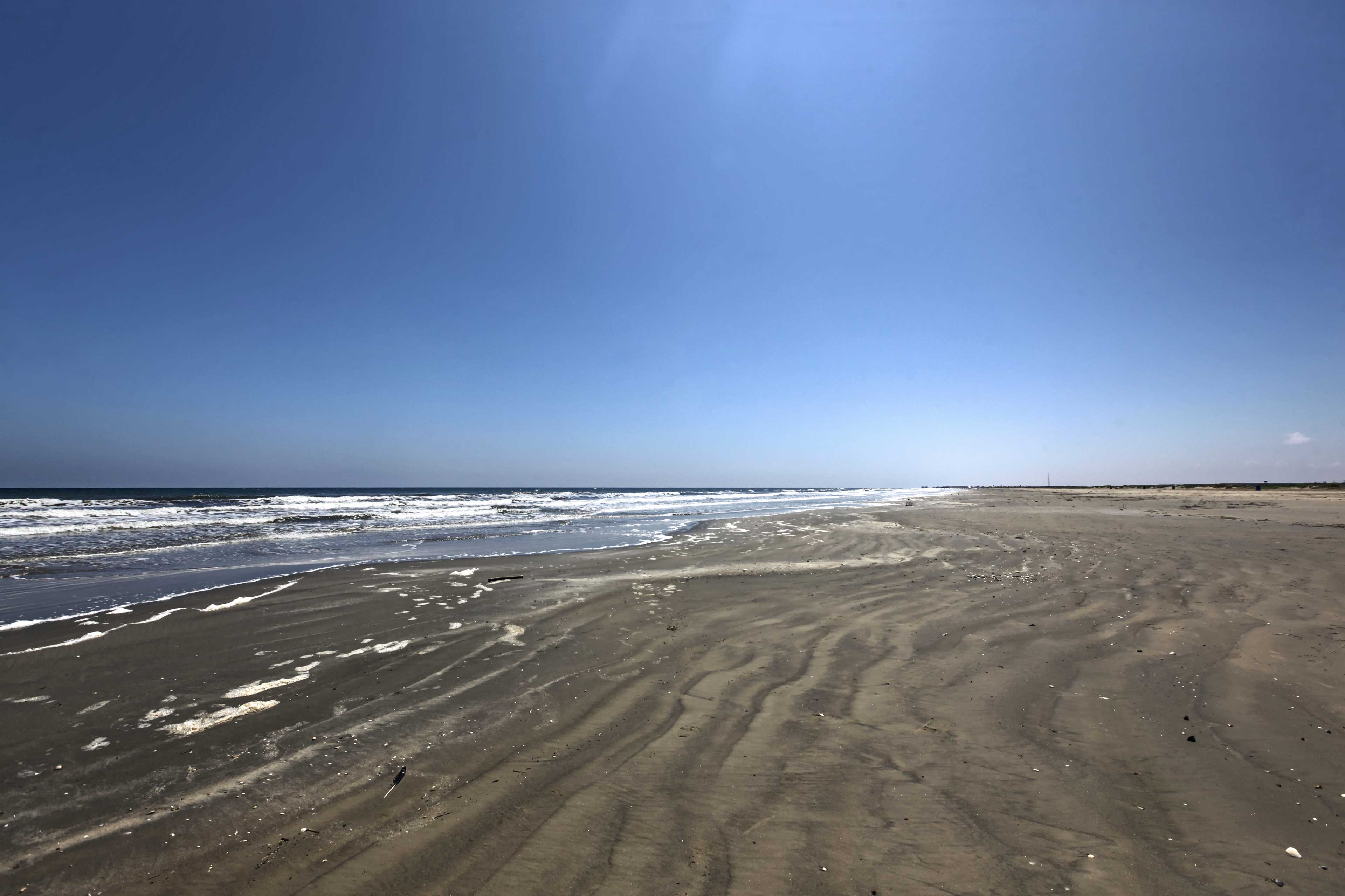 The sandy shores of Galveston are a stone's throw away!