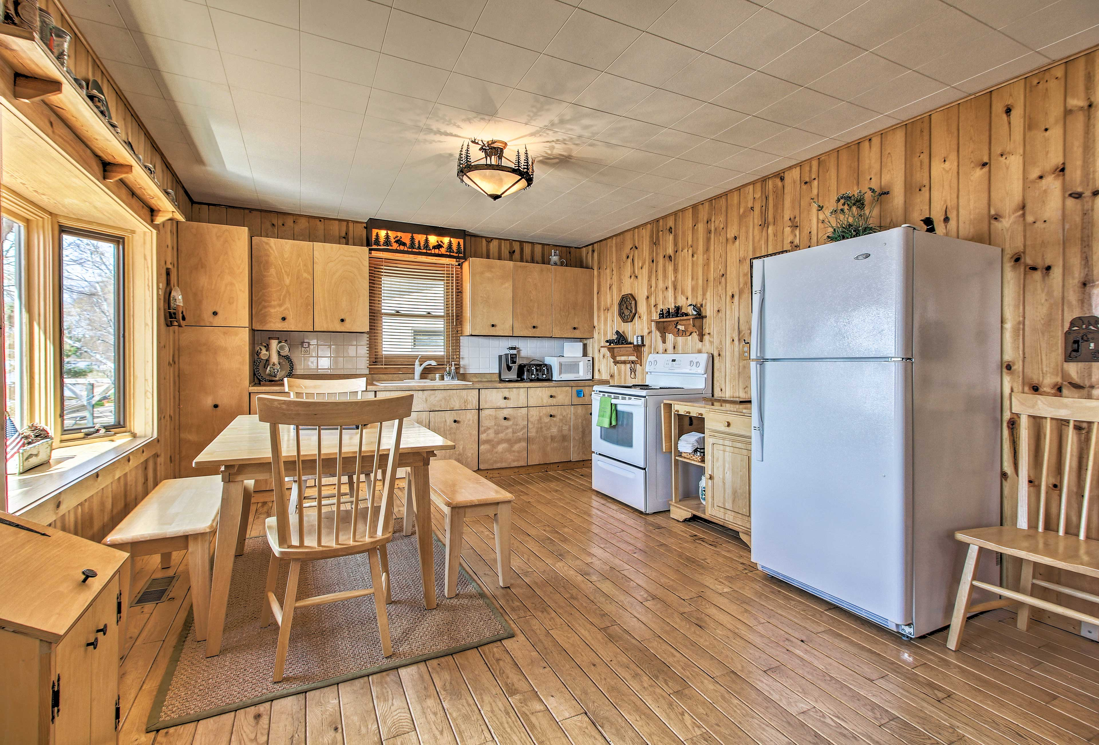 Prepare a hearty meal for the group in the fully equipped kitchen.