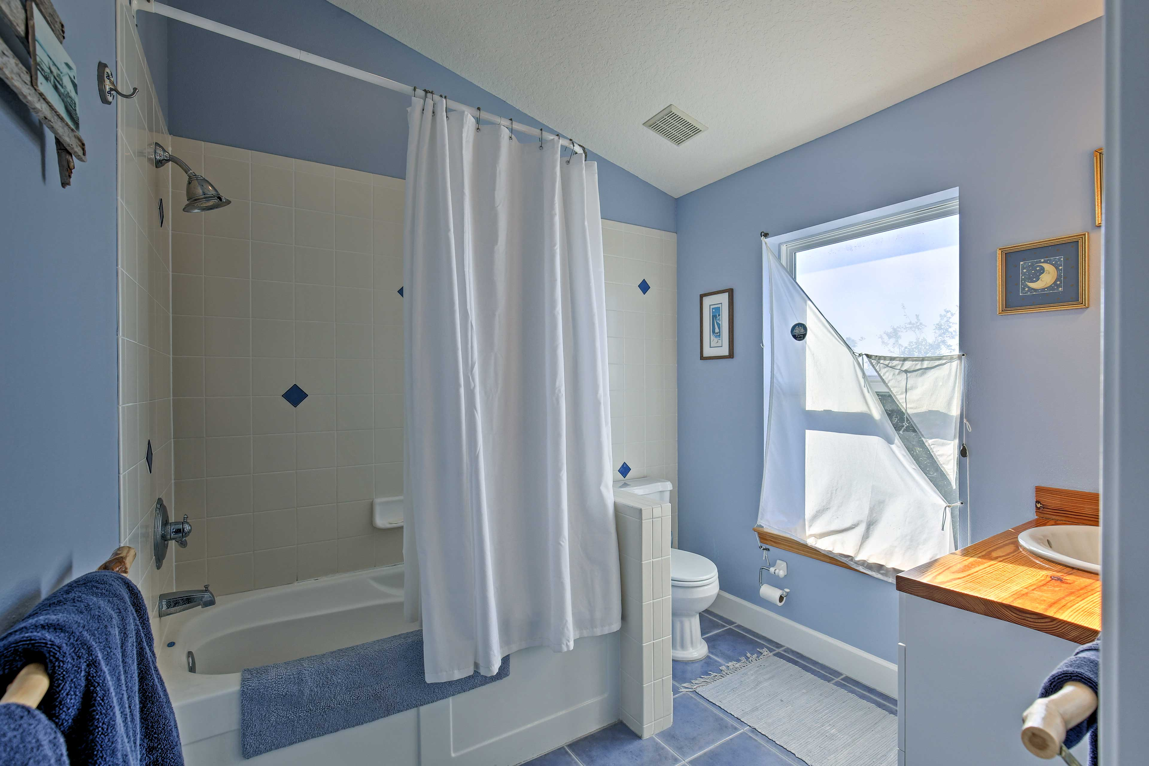 The fourth en-suite is equipped with a shower/tub combo.