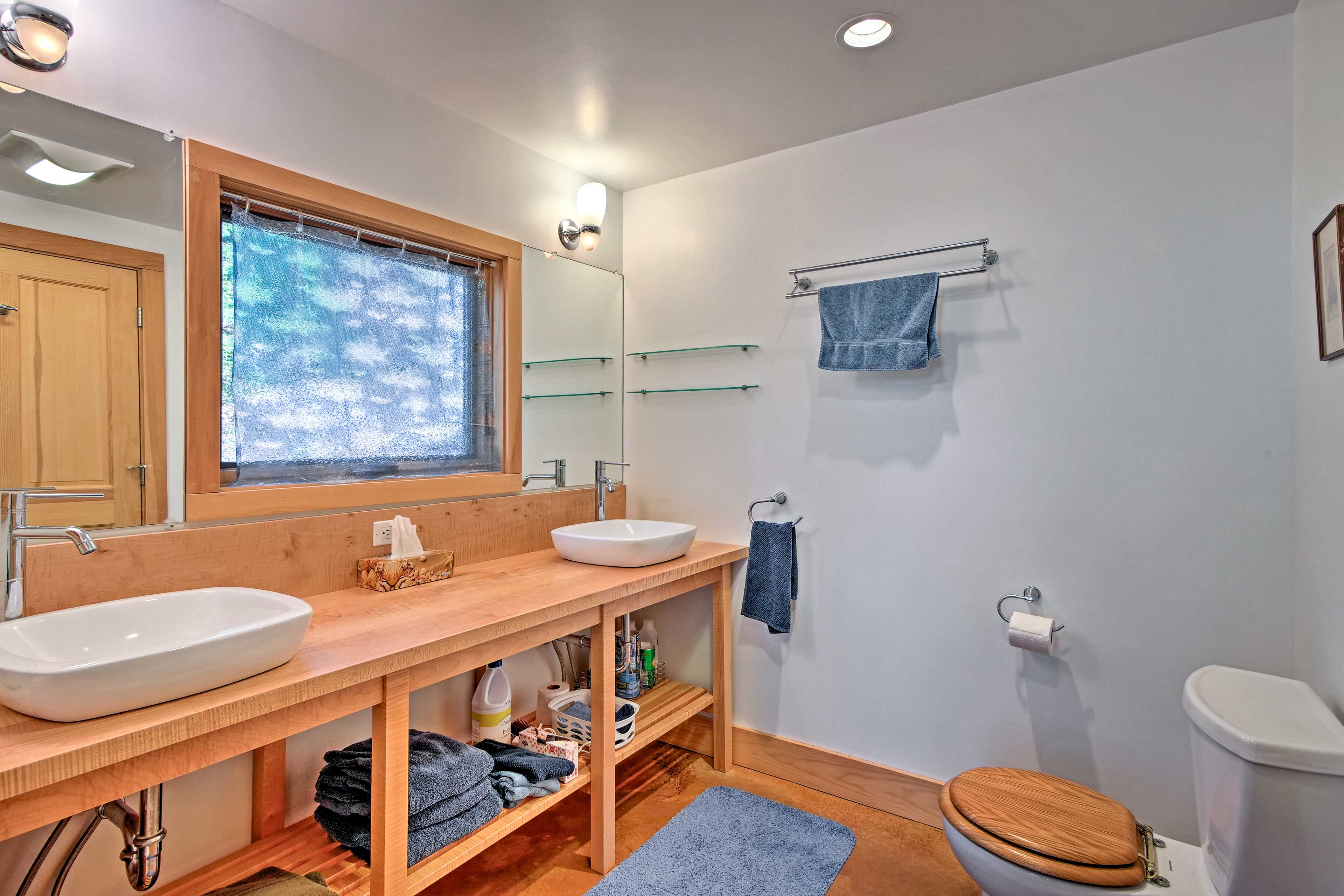 With 2 sinks, this bathroom eliminates the need to fight over mirror space.