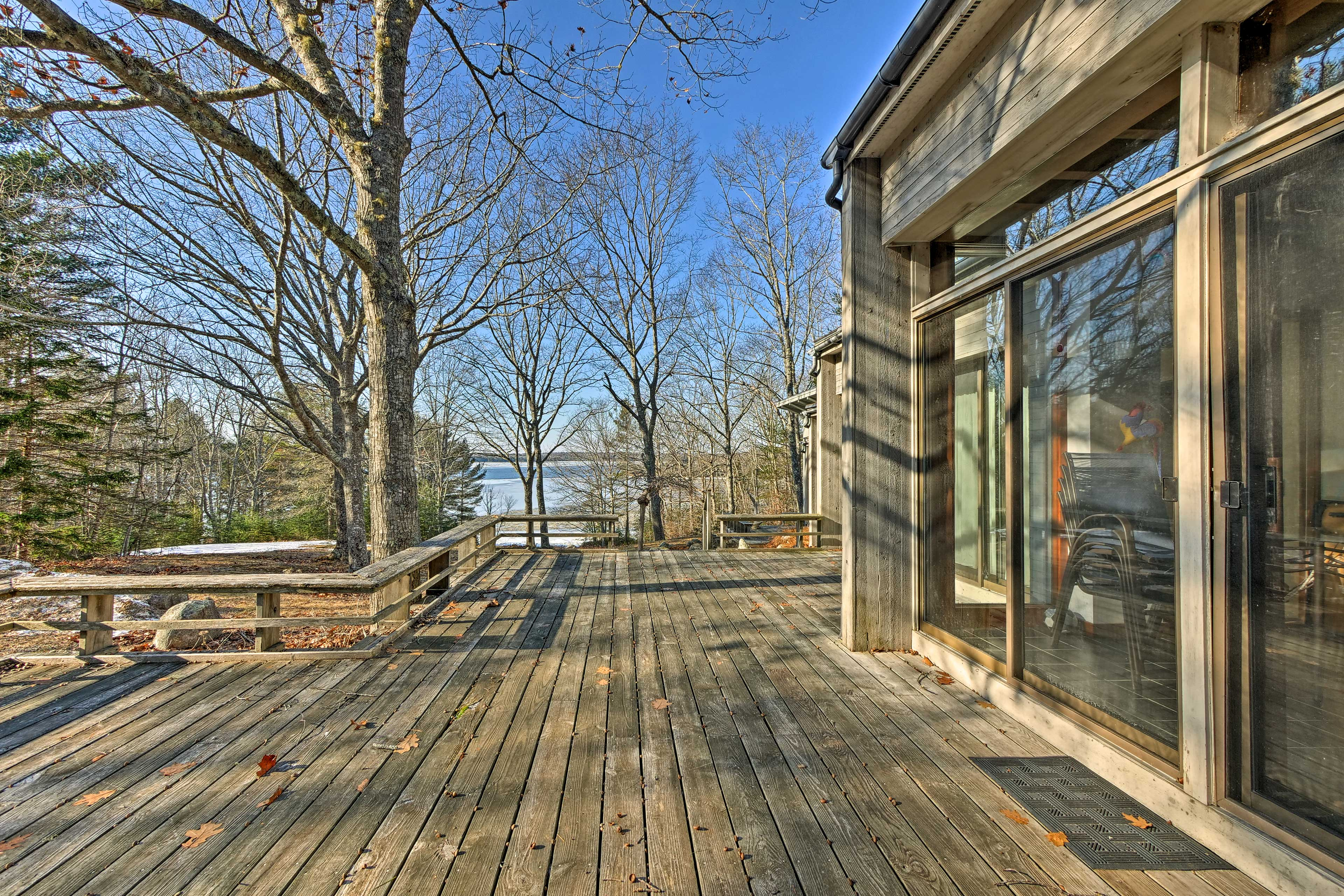 Step outside to get some fresh air on the expansive deck!