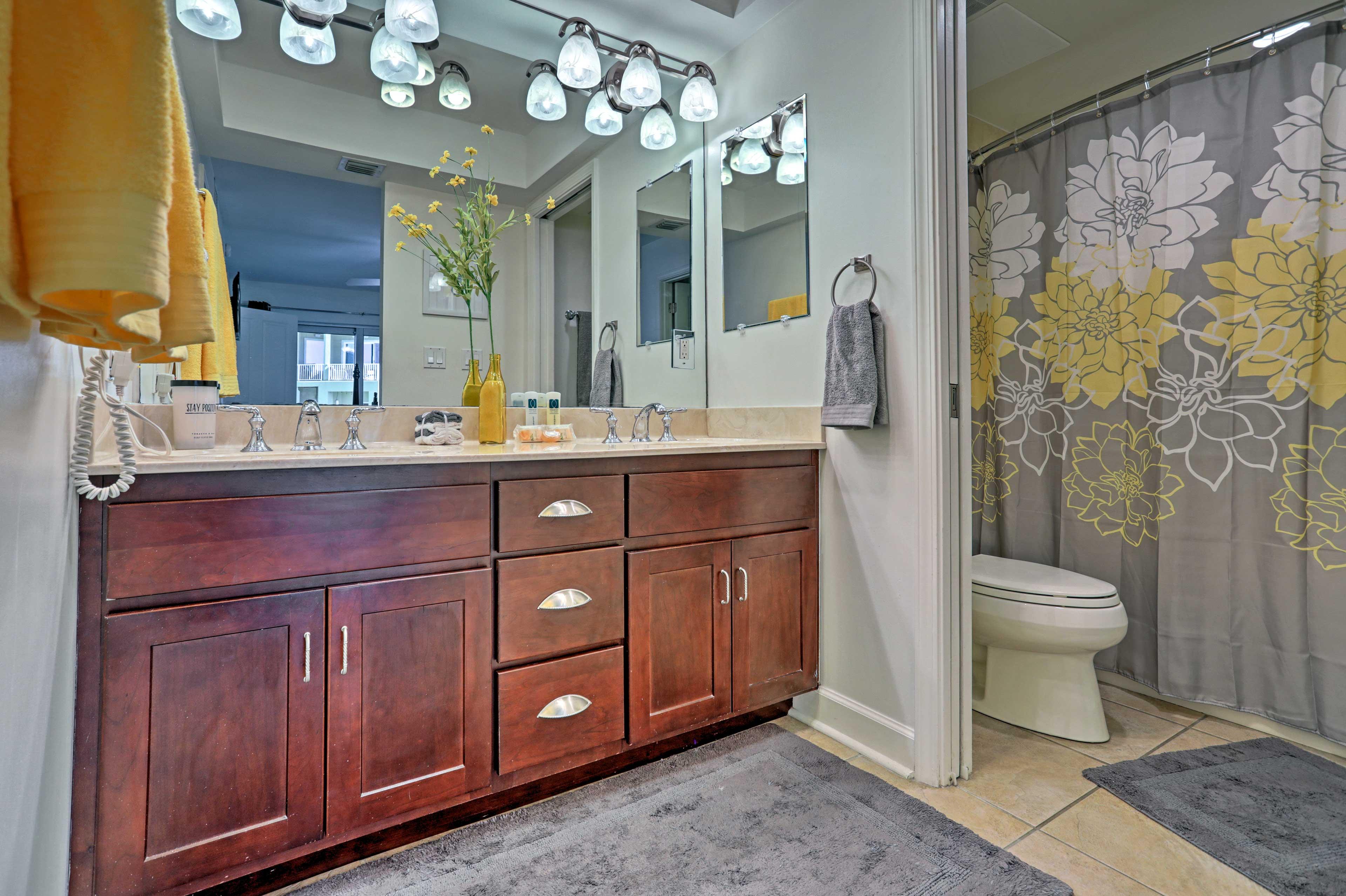 The condo features 1 pristine full bathroom.