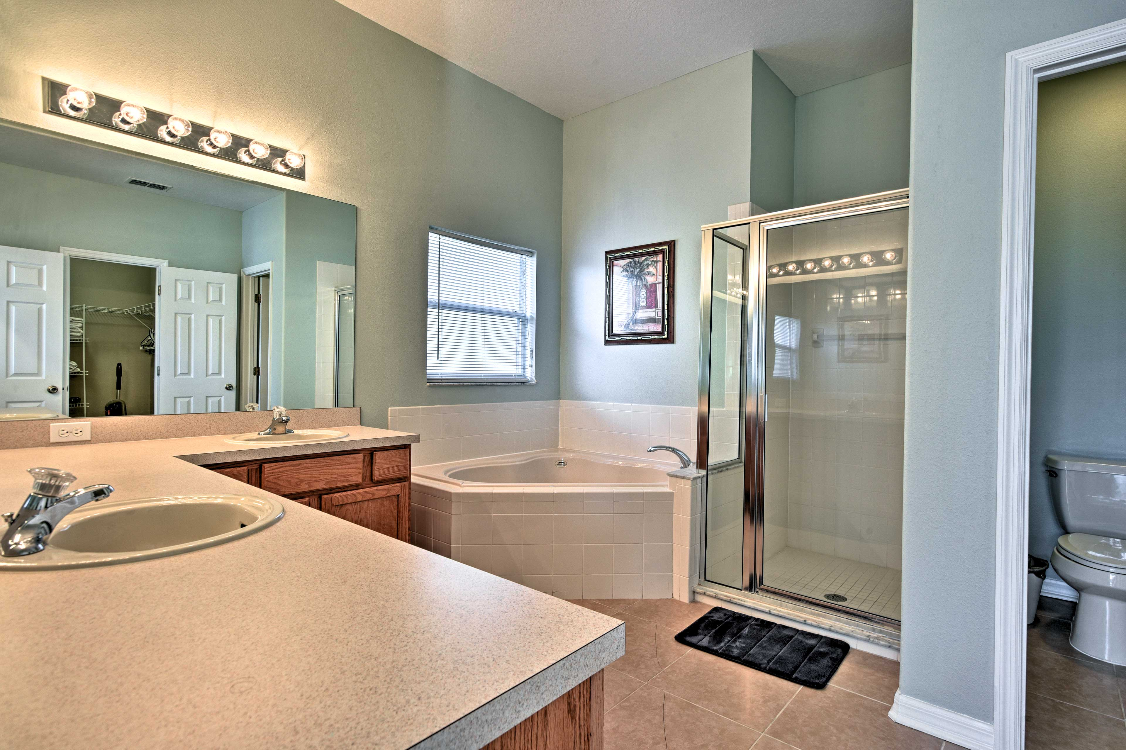 Rise and shine with a refreshing rinse in this full en-suite bathroom.