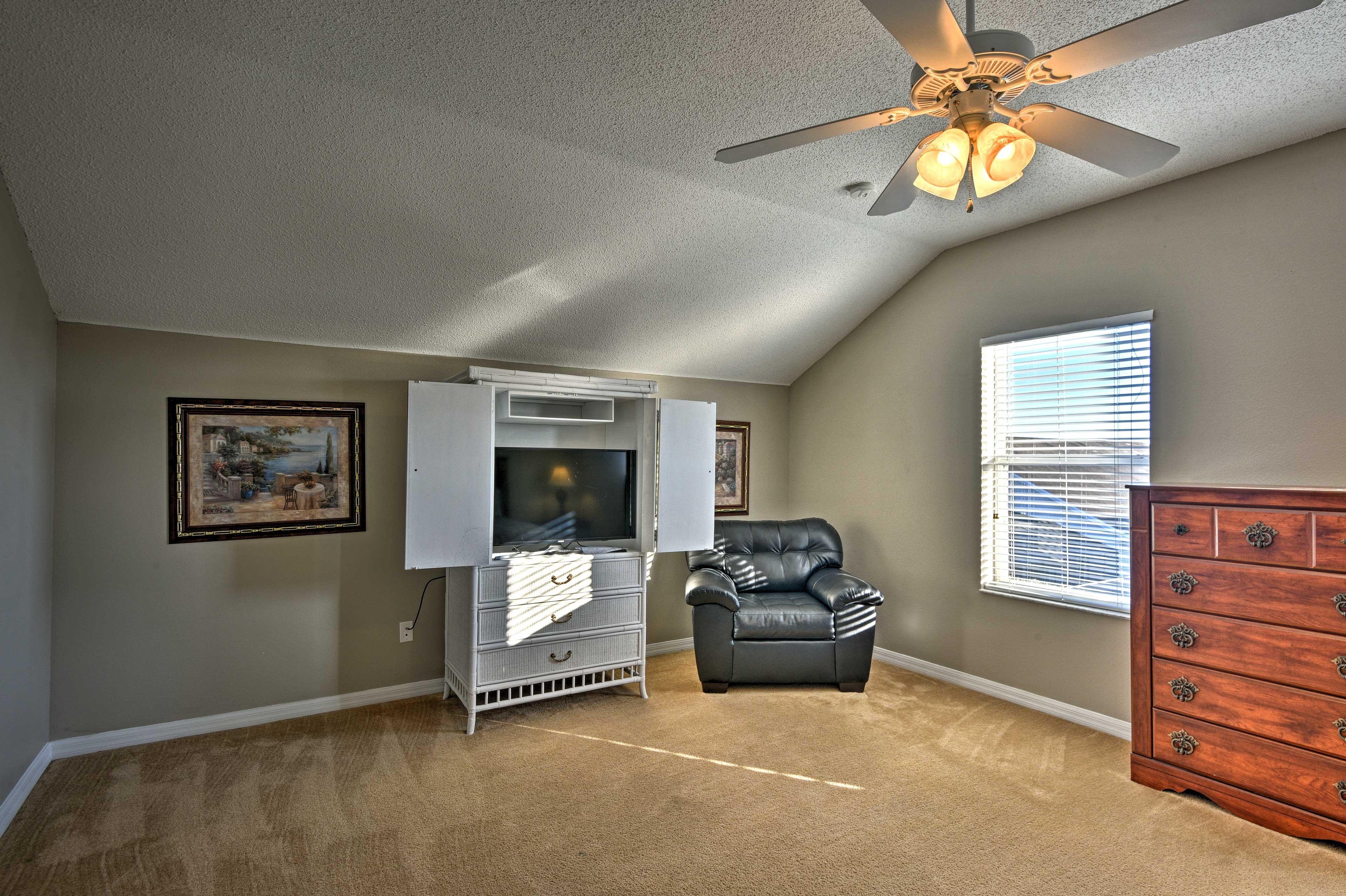 All 5 bedrooms include flat-screen TVs.