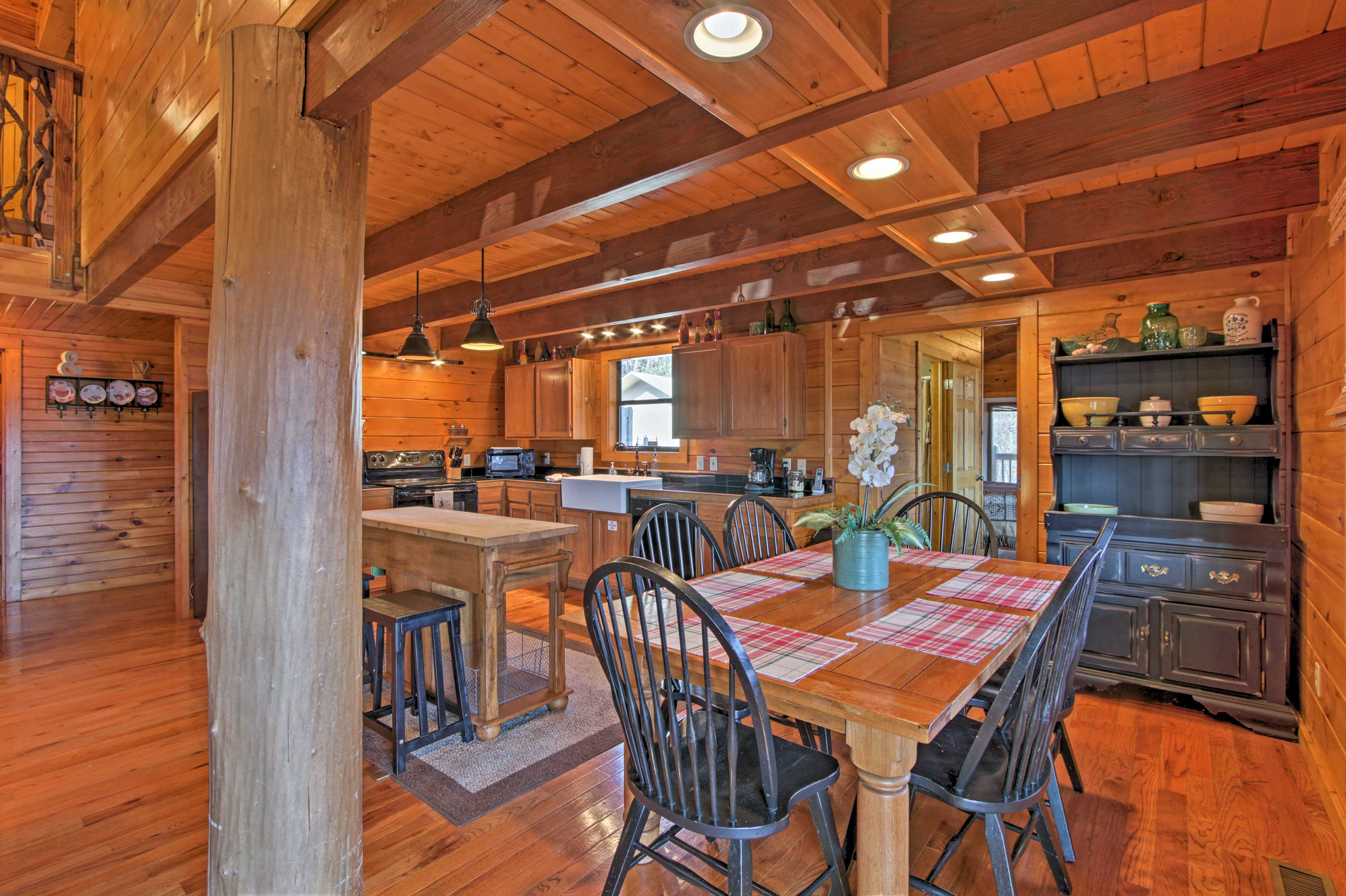 A large 6-person table and center island offer ample seating.