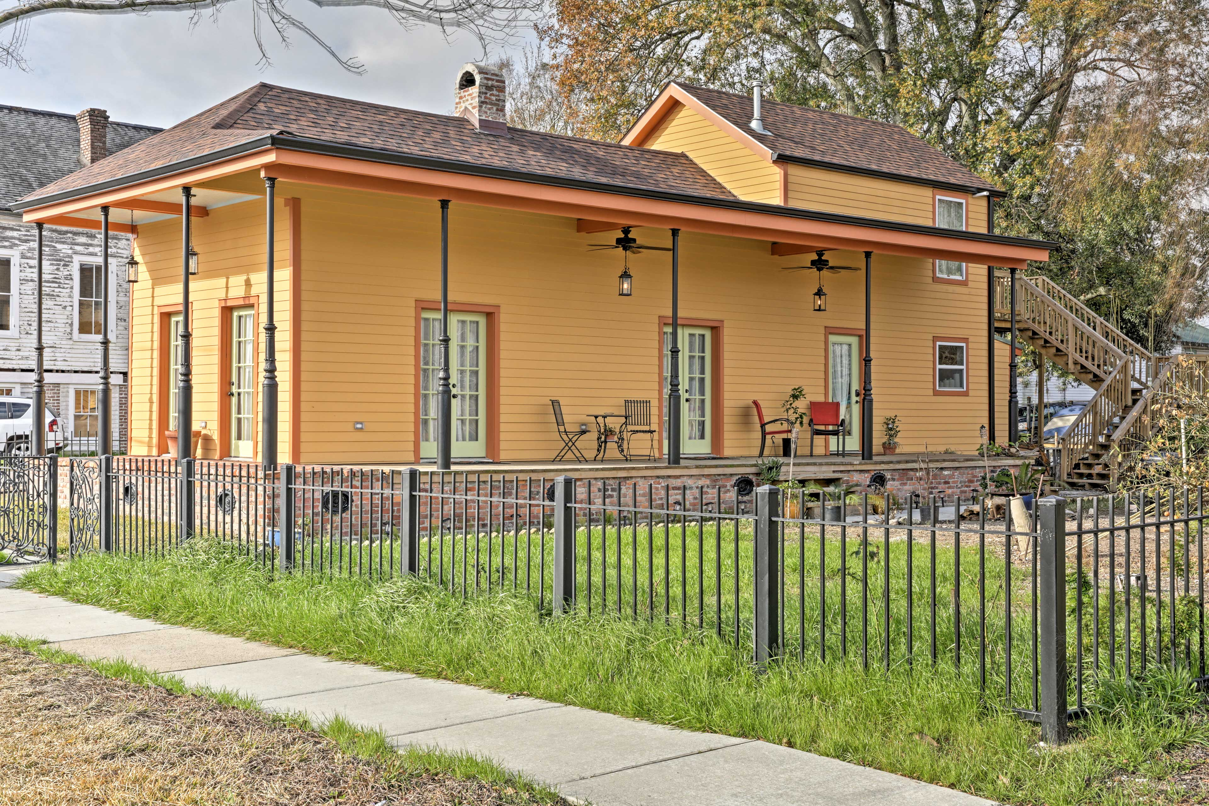 This vacation rental home for 5 is located minutes from NOLA's top attractions!