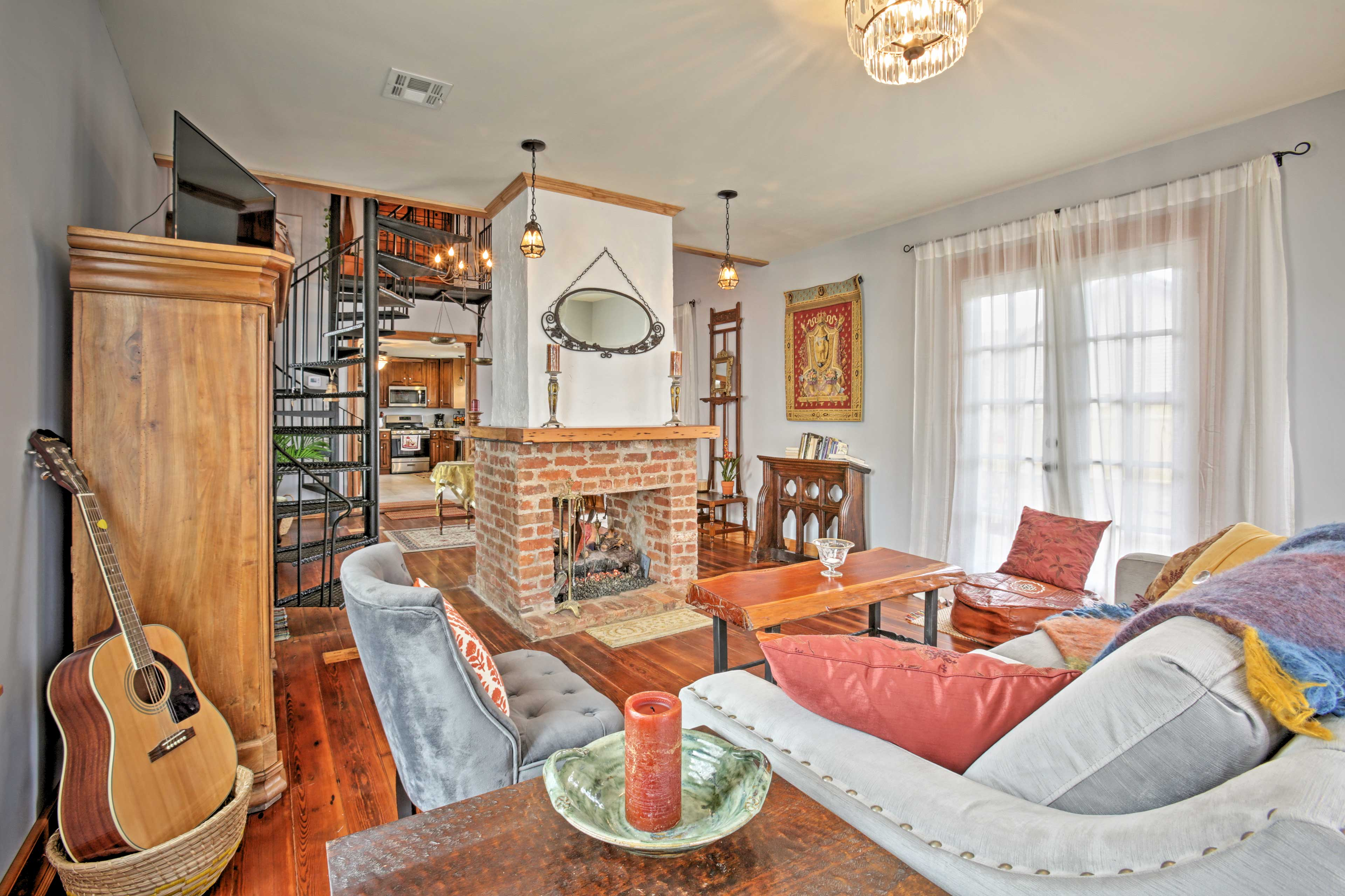 Experience Big Easy elegance at the 'Old Arabi House!'