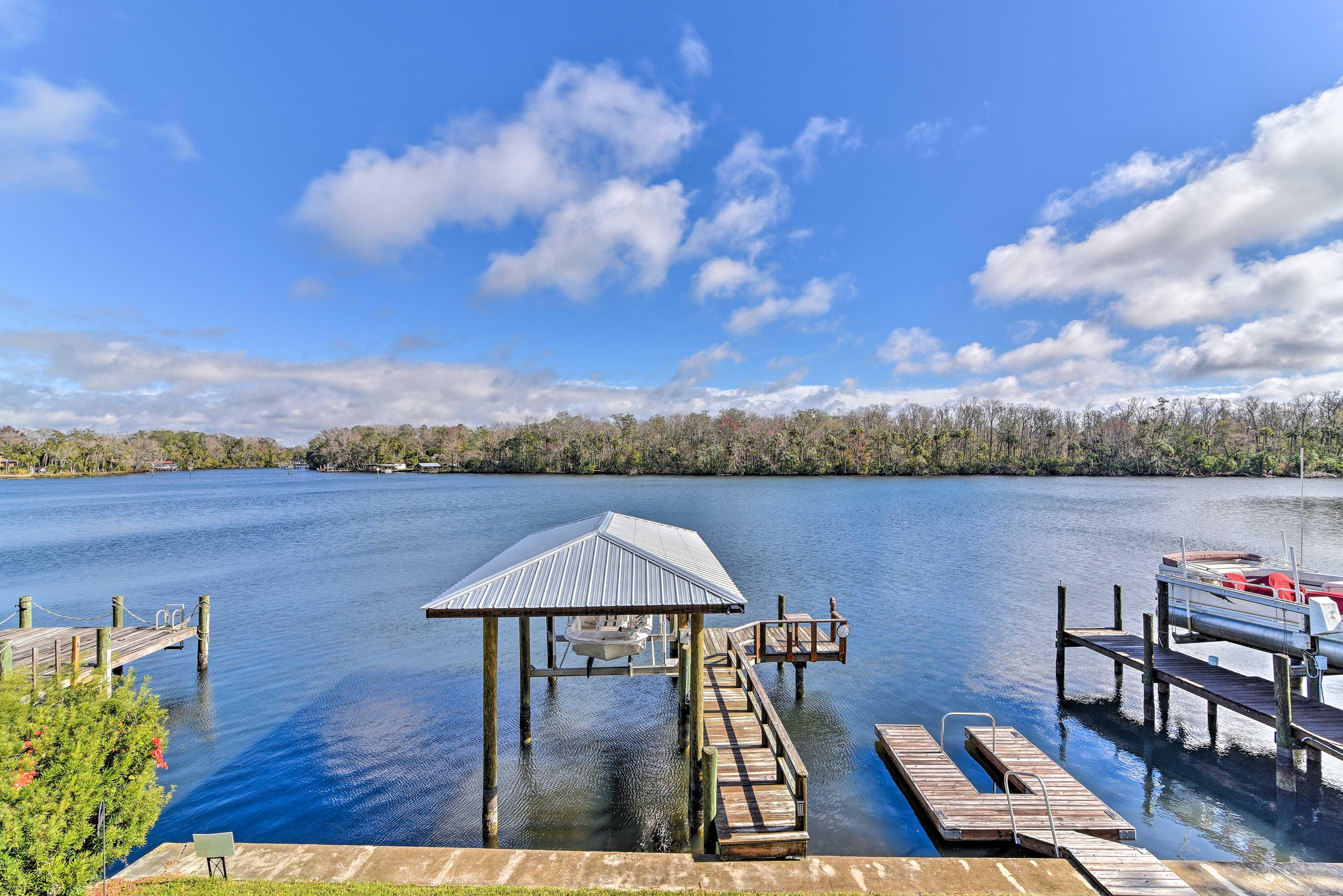 Soak in the Florida sun at 'La Casa Del Rio' a 2BR/2BA Homosassa Springs home.