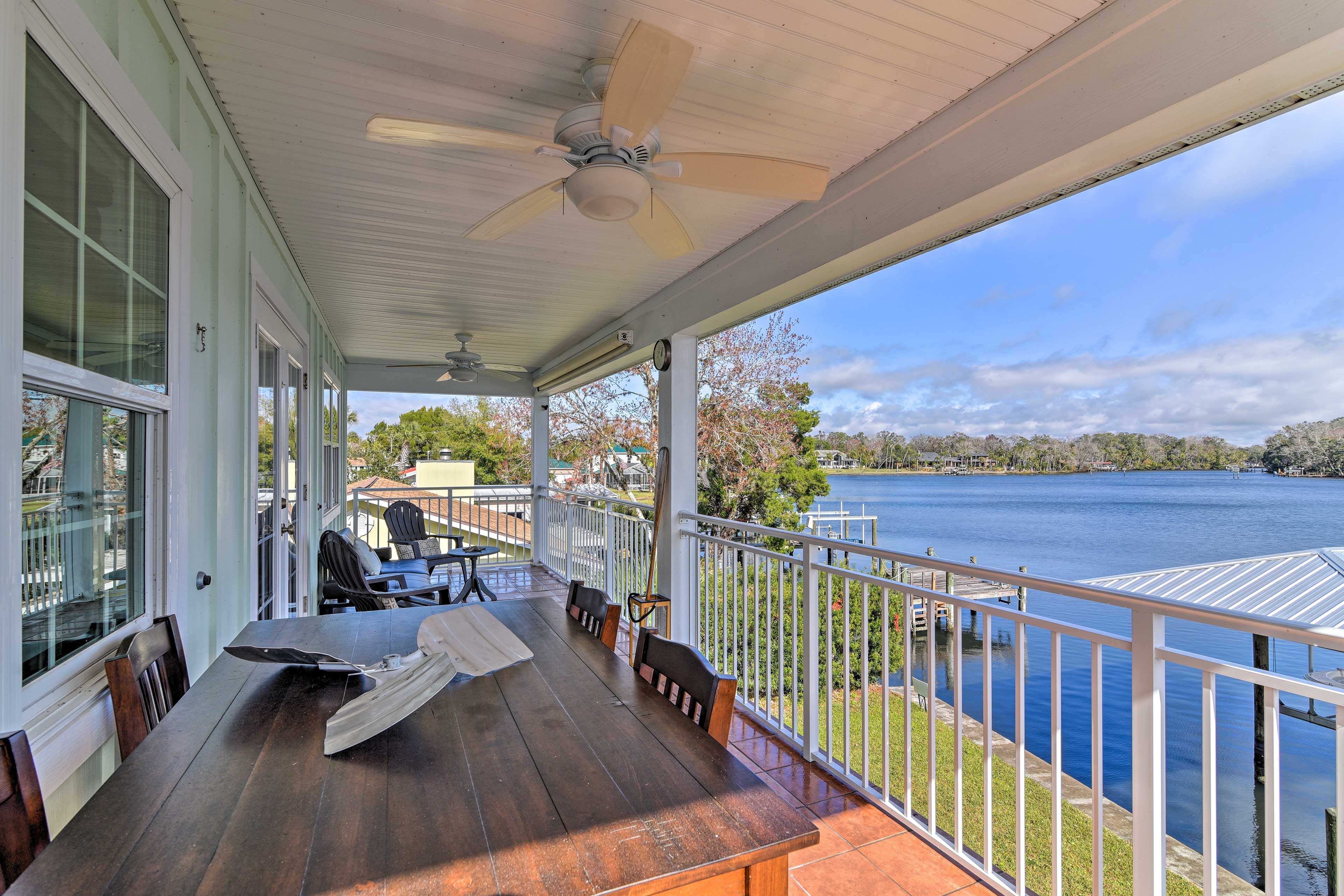 This 1,300-square-foot vacation rental home sits on the Homosassa River shore.