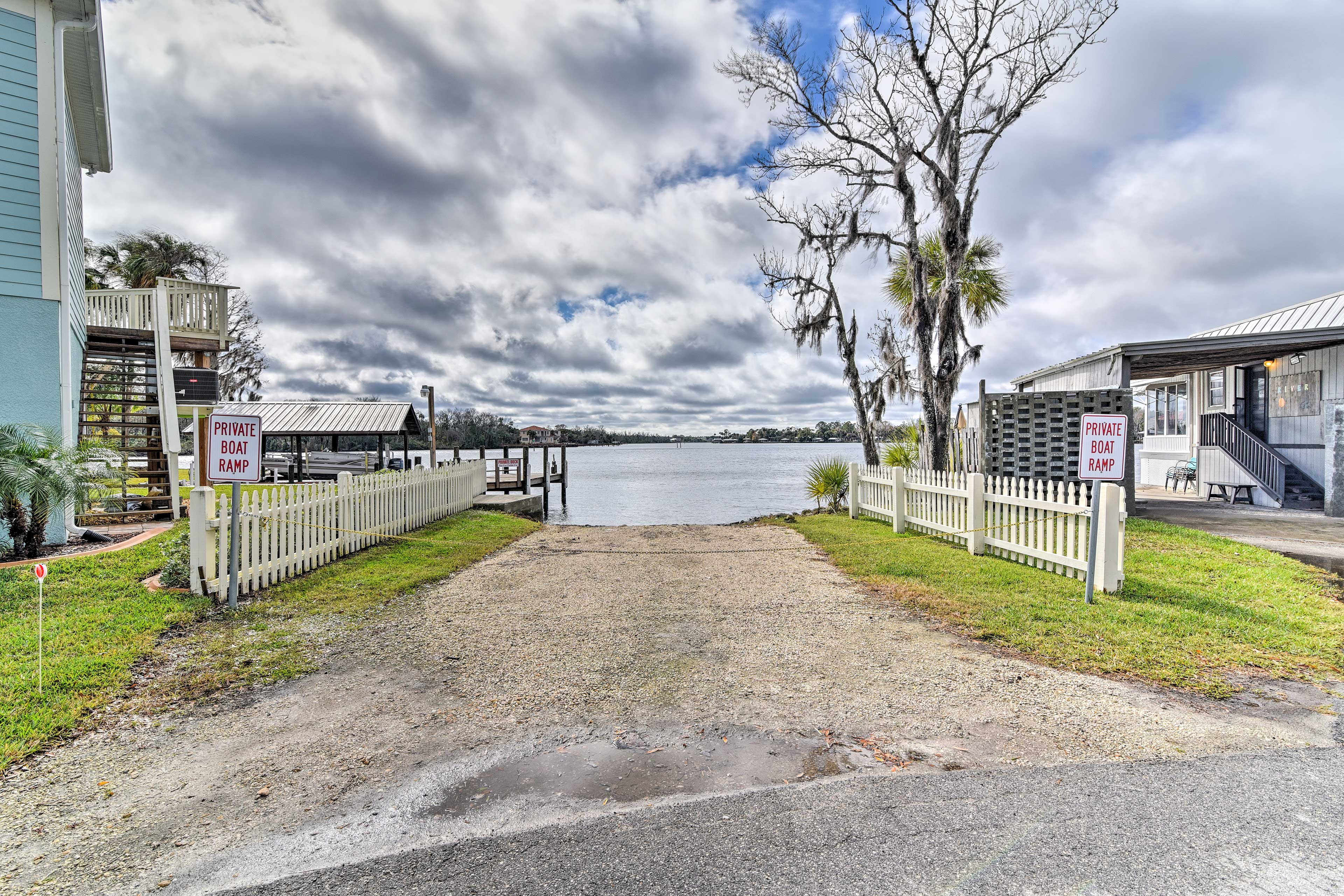 Walk to a boat launch, great restaurants and activities by crystal clear waters!