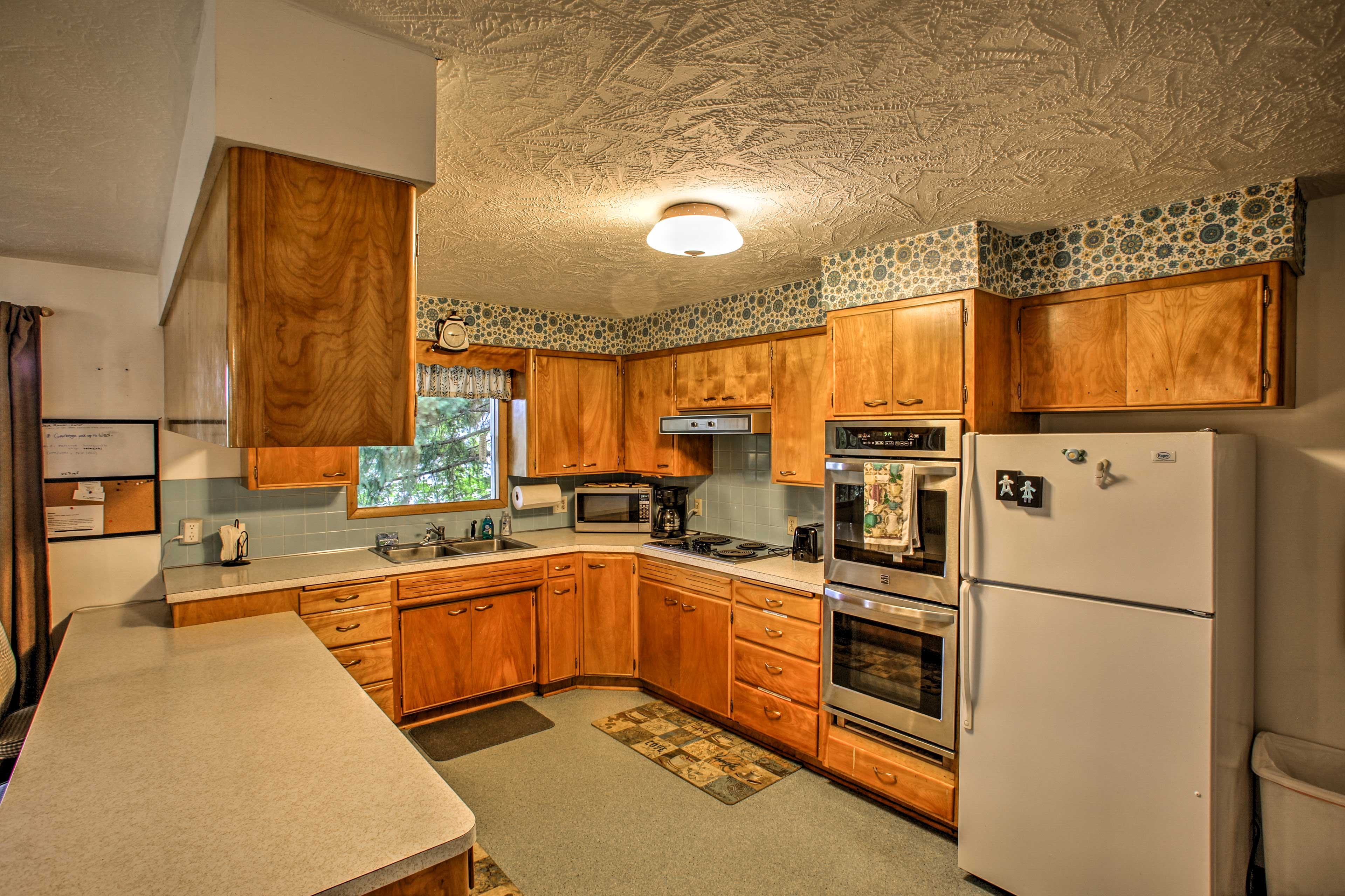 The fully equipped kitchen has everything you need to make your favorite meals.