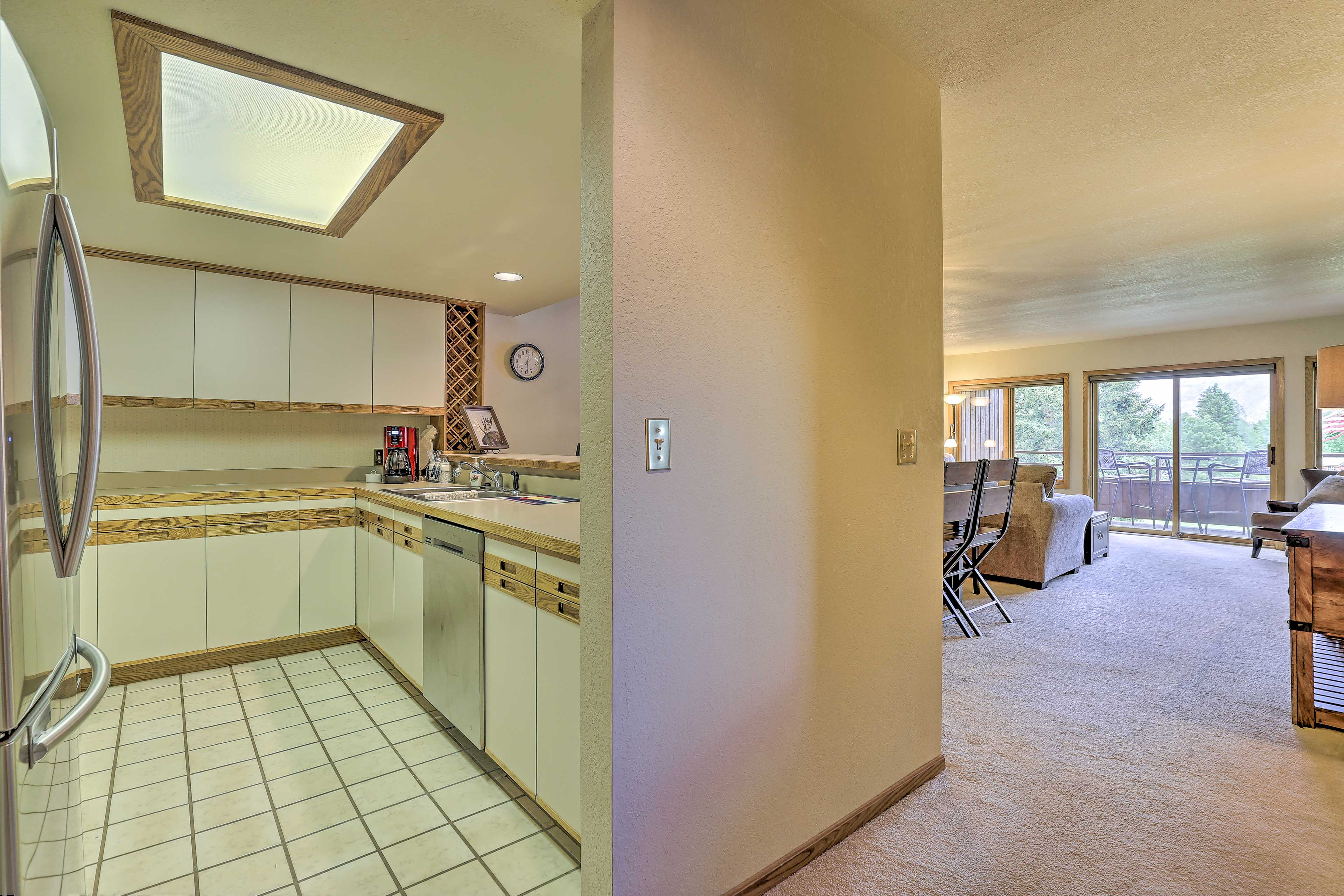Easily prepare a daytime snack in the fully equipped kitchen.