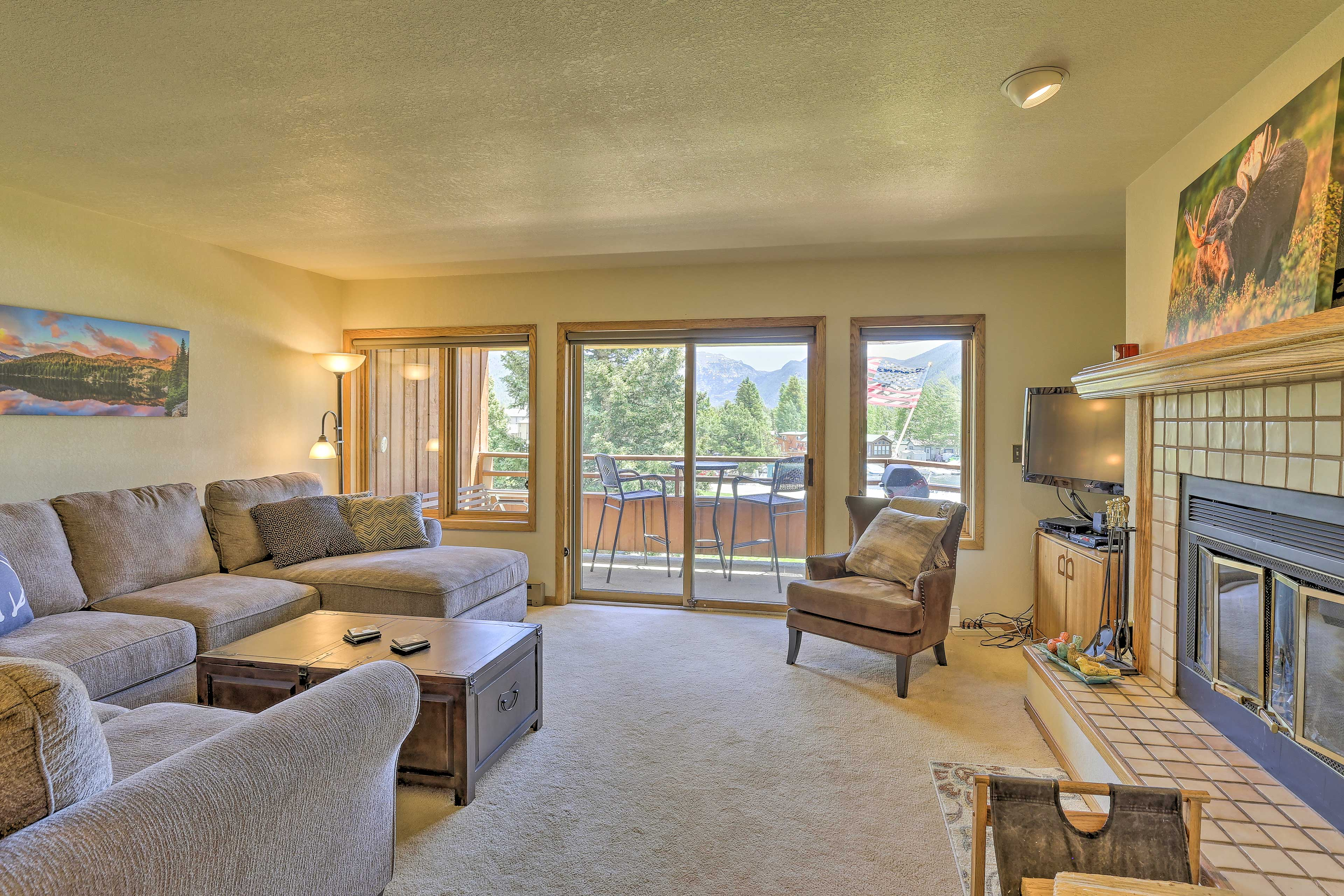 After boating on the lake, relax in this spacious 1,250-square-foot condo.