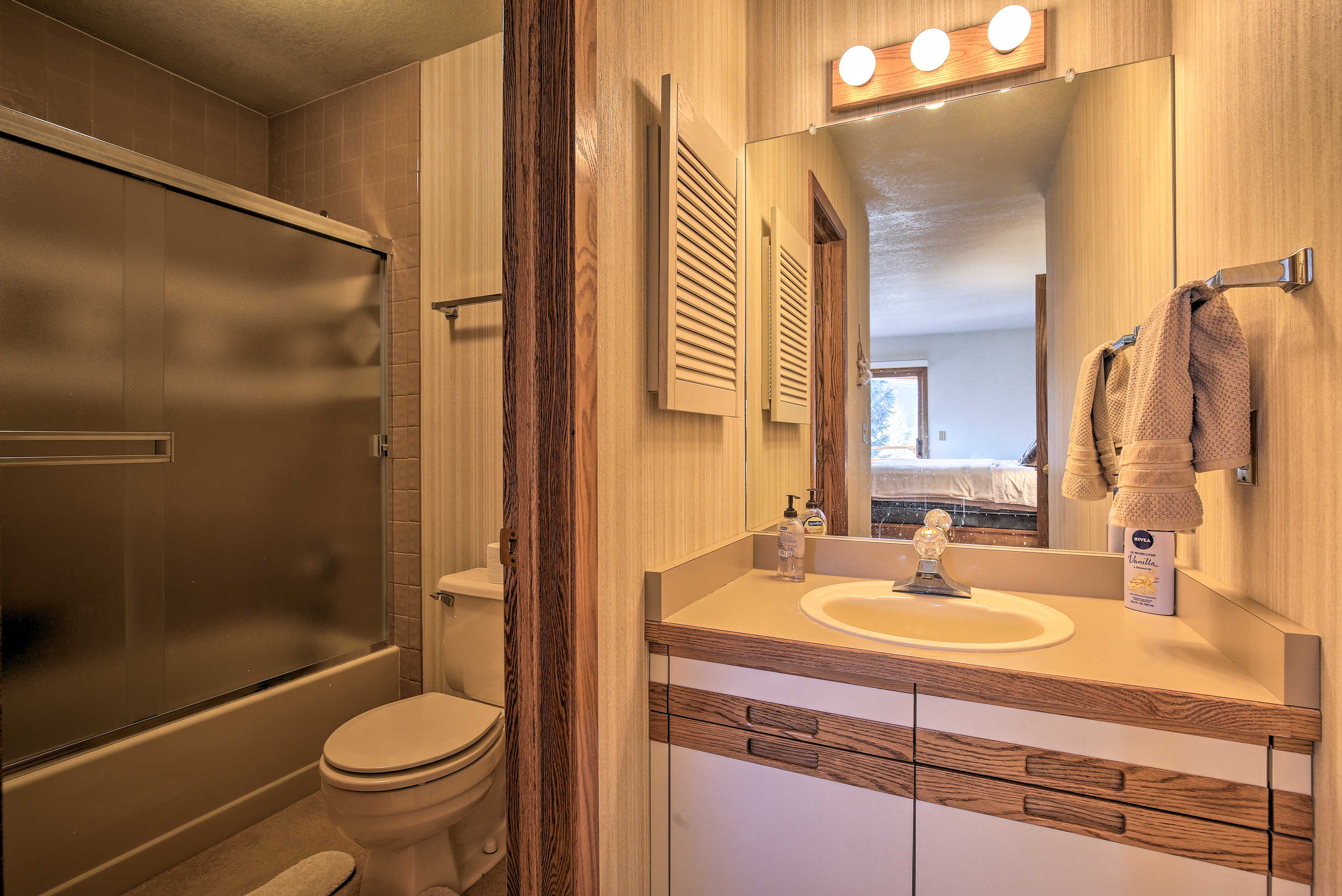The 2 full bathrooms both have a shower/tub combo with sliding glass doors.