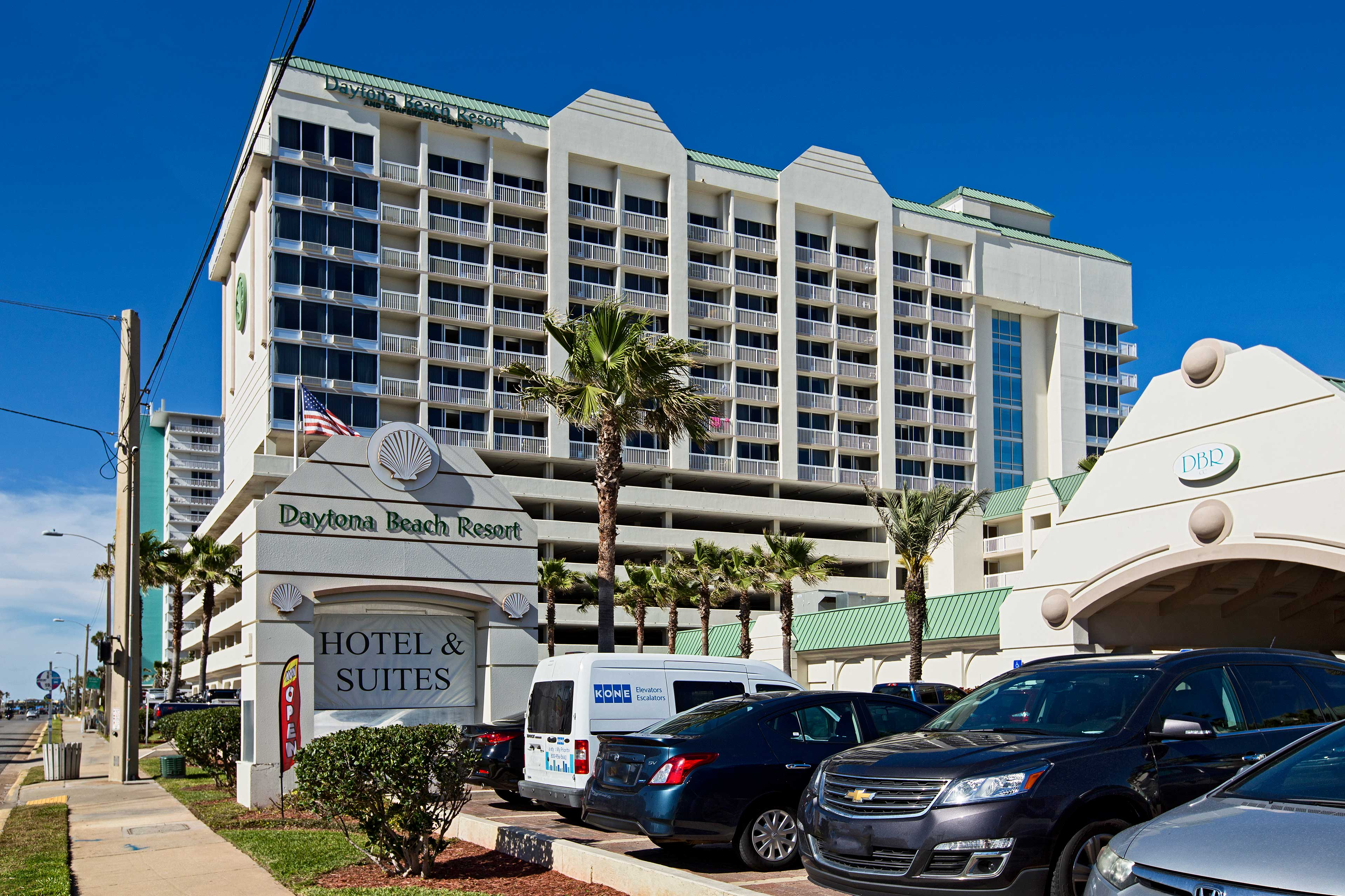This complex is in the perfect location to explore Daytona Beach.
