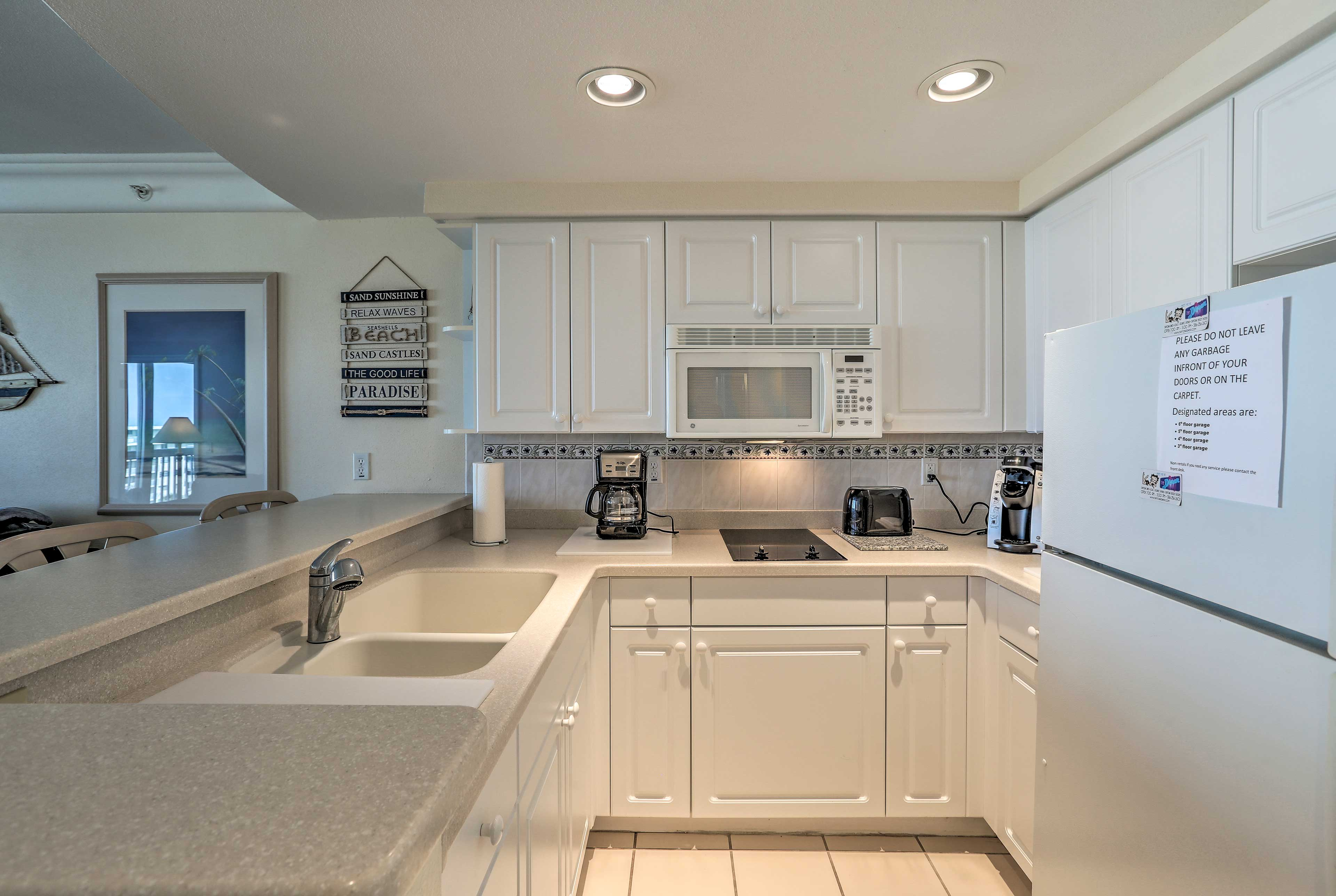 Cook your favorite seafood meals in the well-equipped kitchenette.