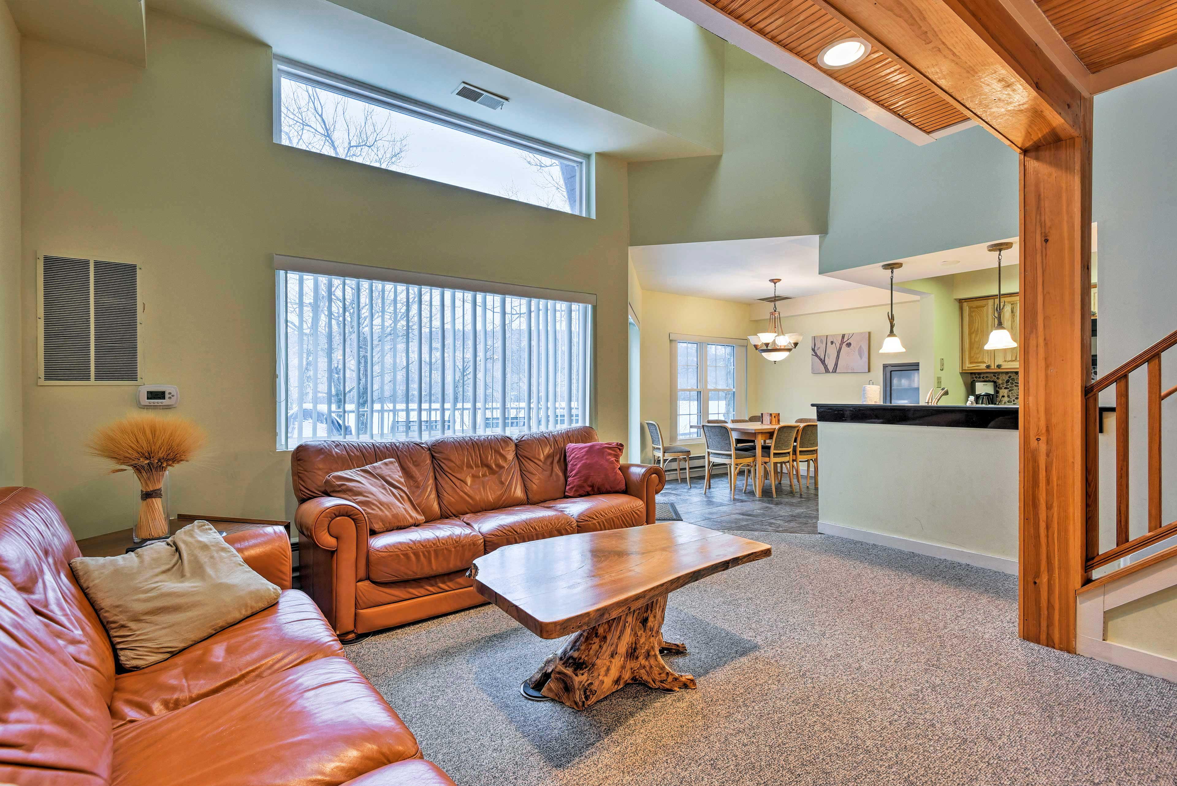 Discover Lake Harmony from this vacation rental condo!