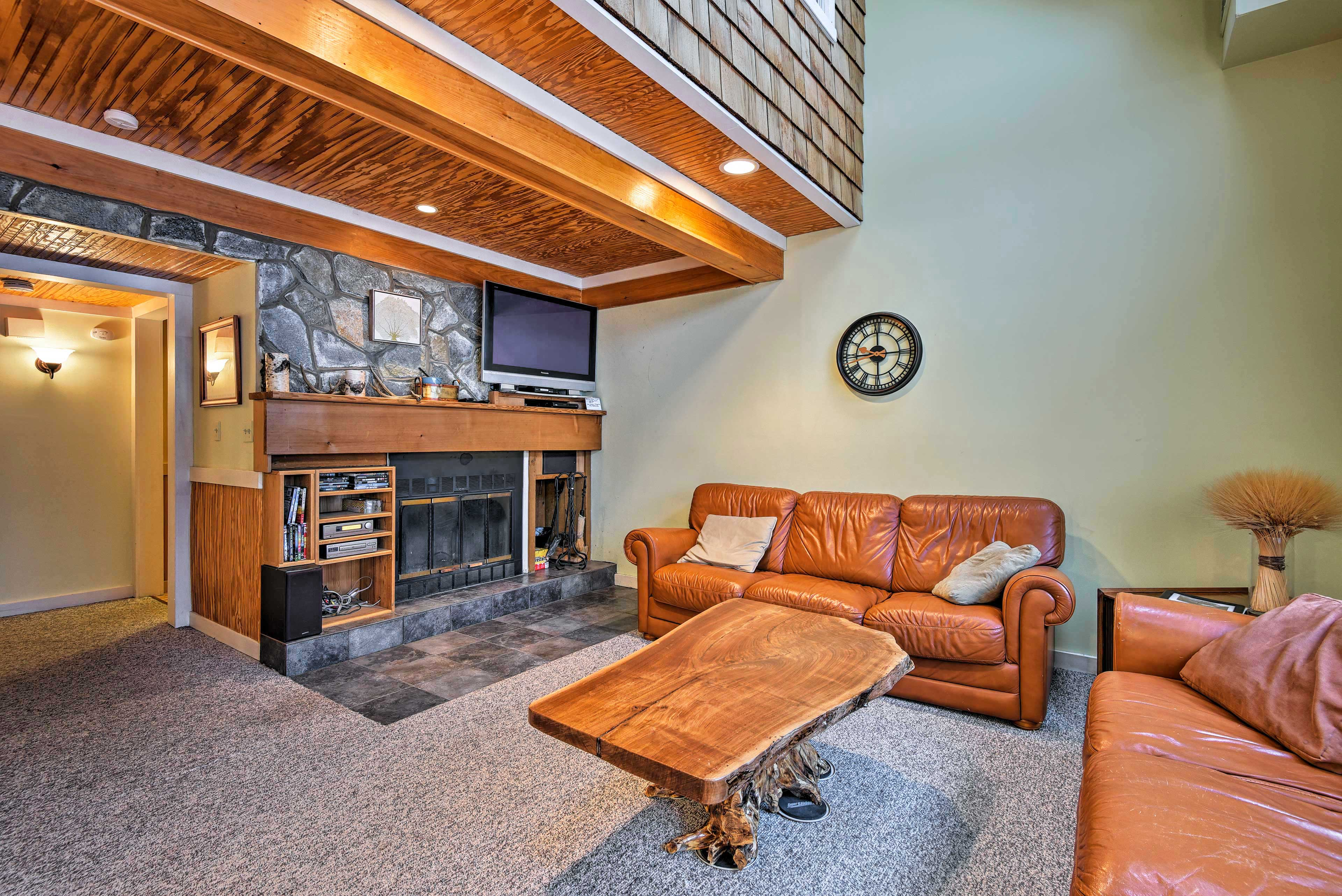 A flat-screen cable TV and wood-burning fireplace adorn the living room.
