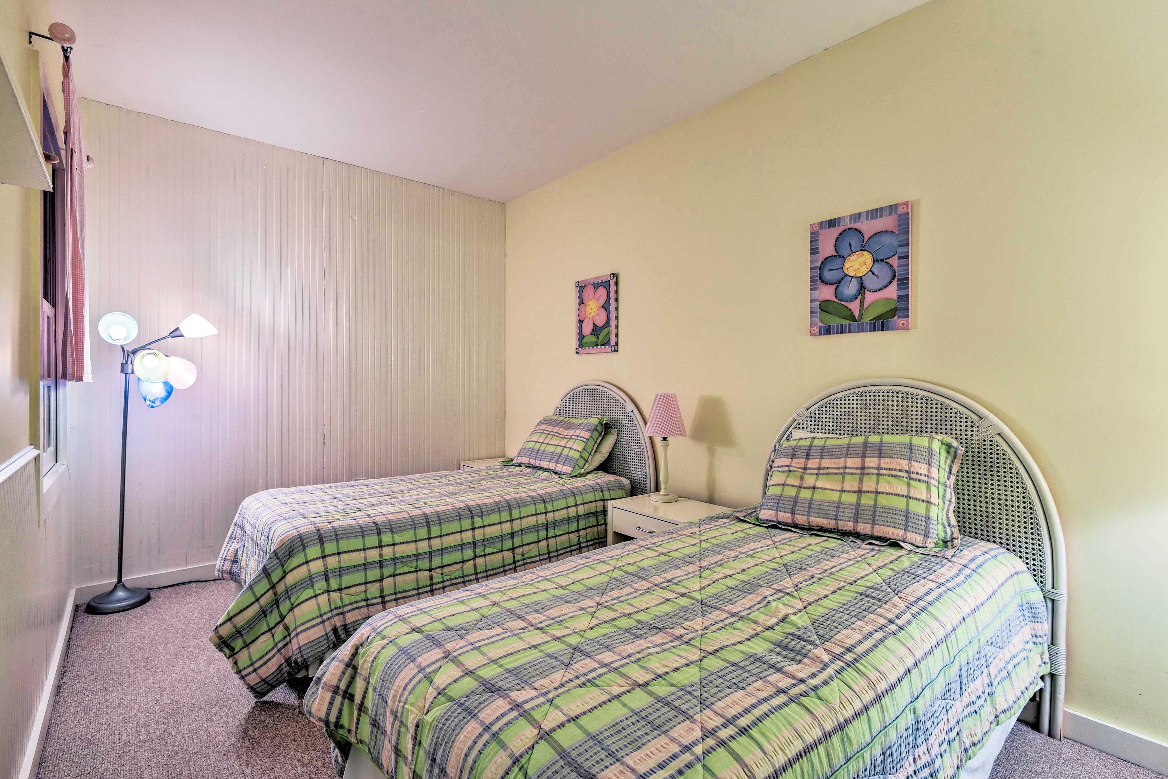 Find sleeping arrangements for 2 in the bonus room.