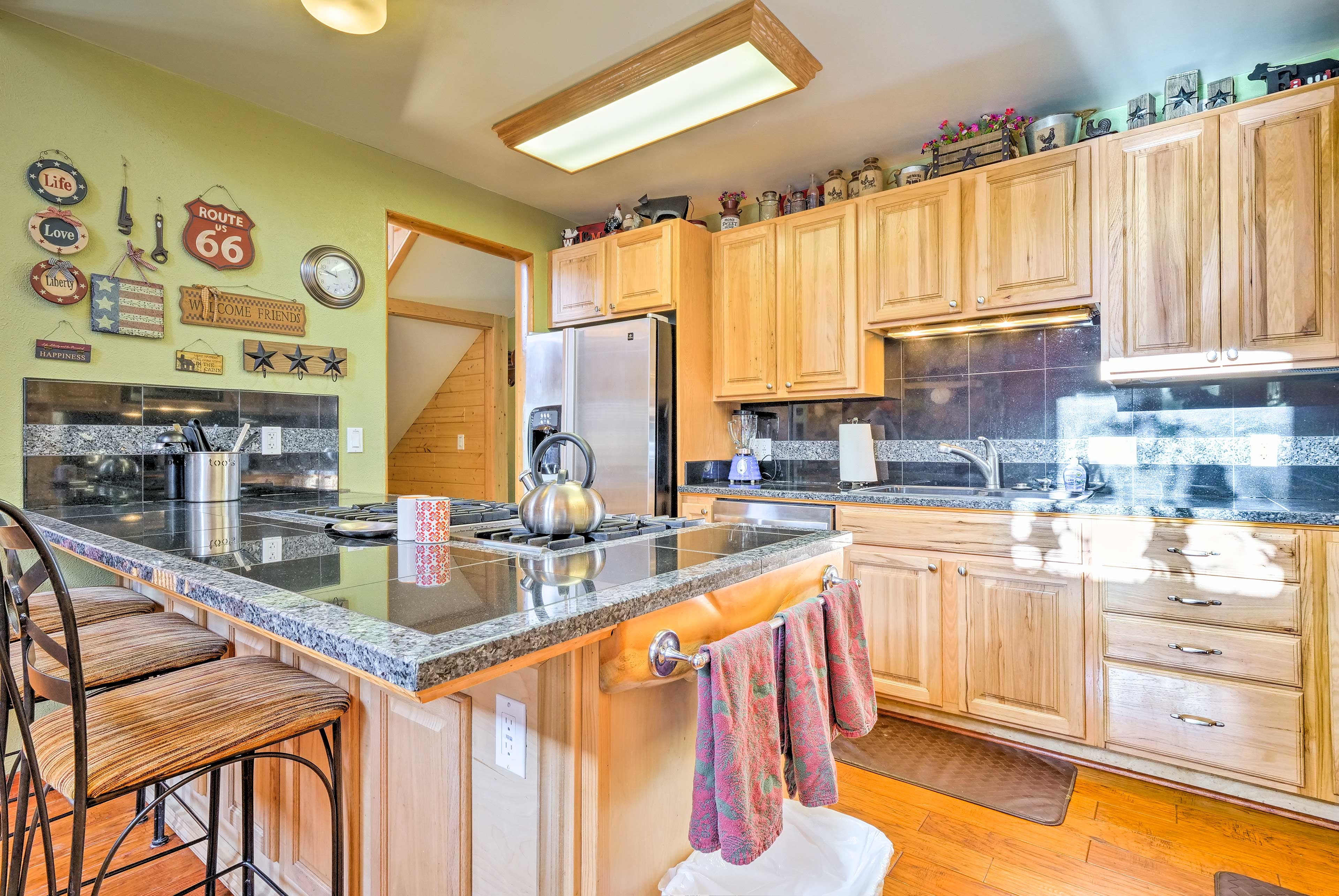 Fully equipped, this kitchen has everything you need to prepare dinner!
