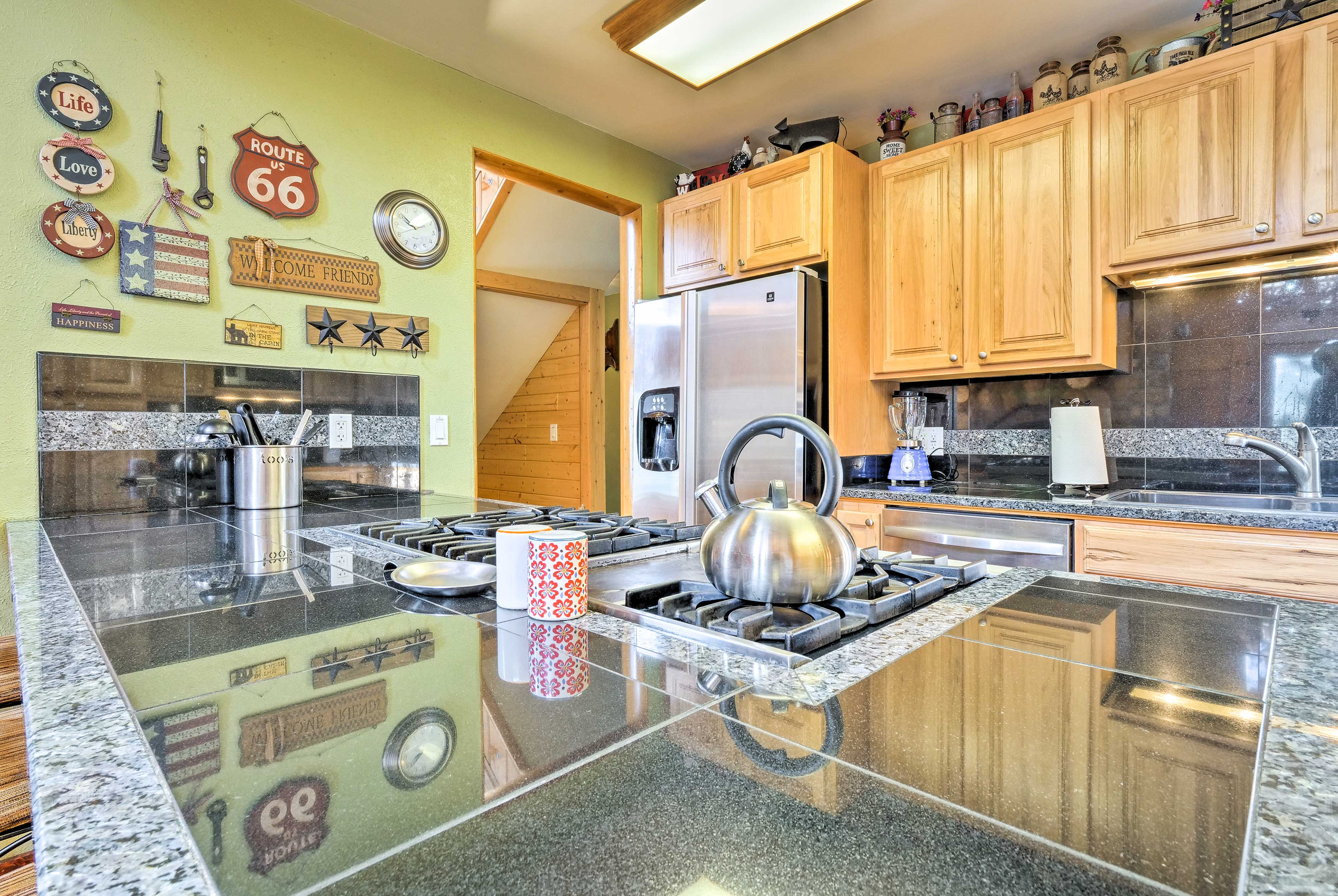 Enjoy a waffle maker, coffee maker, electric skillet, Waterless cookware & more!