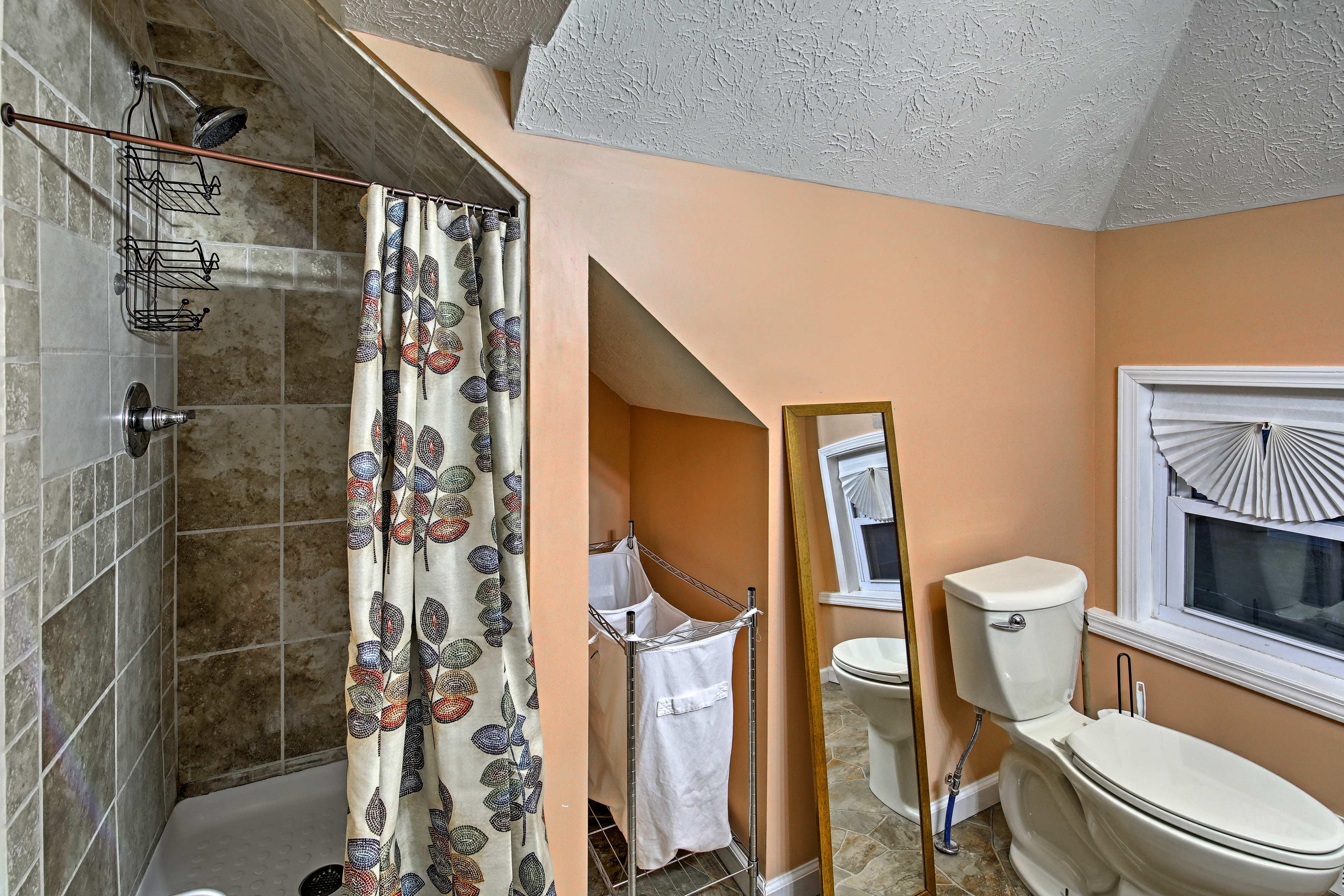The upstairs bedroom has an en-suite bath.