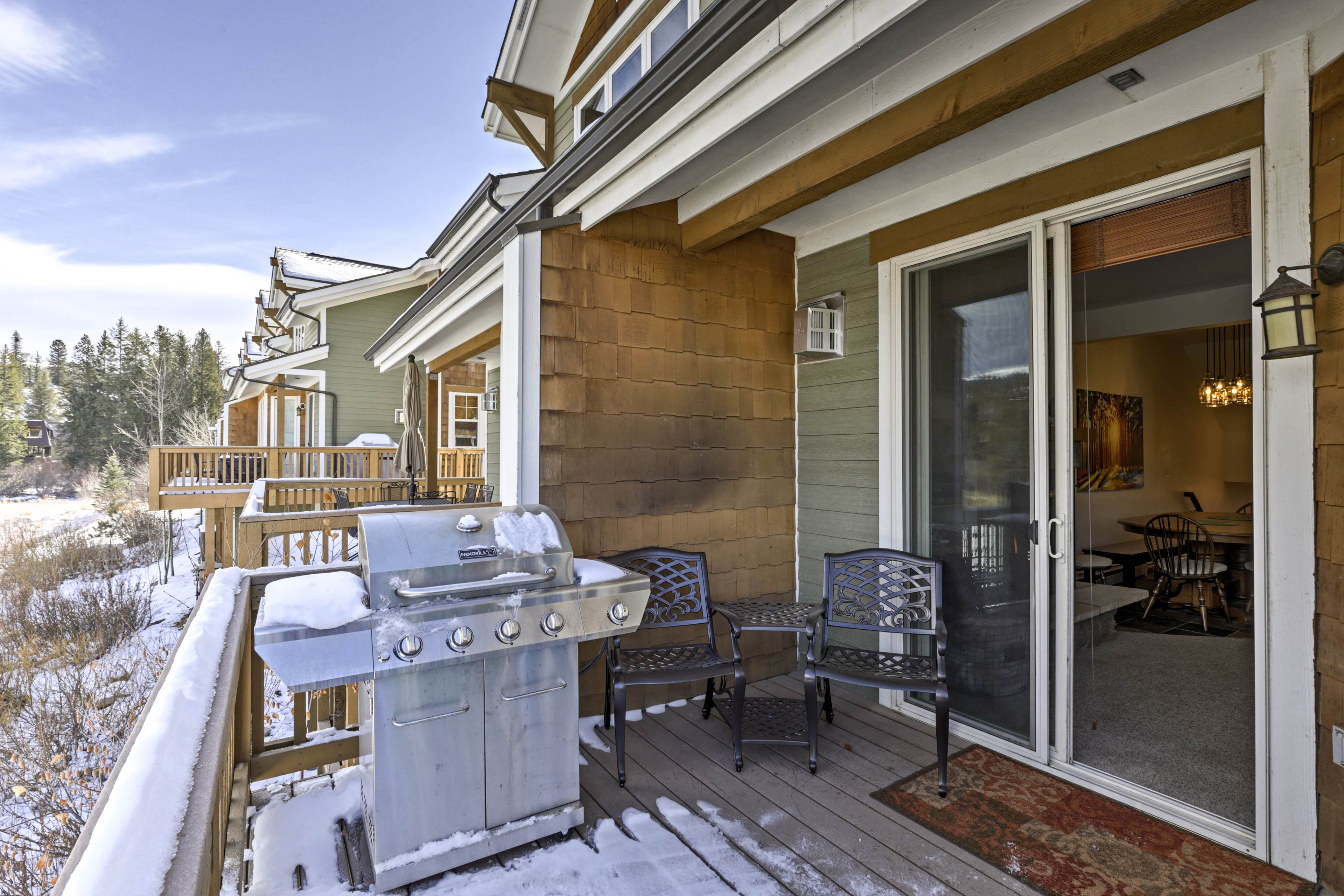 Host an après-ski barbecue out on the back deck!