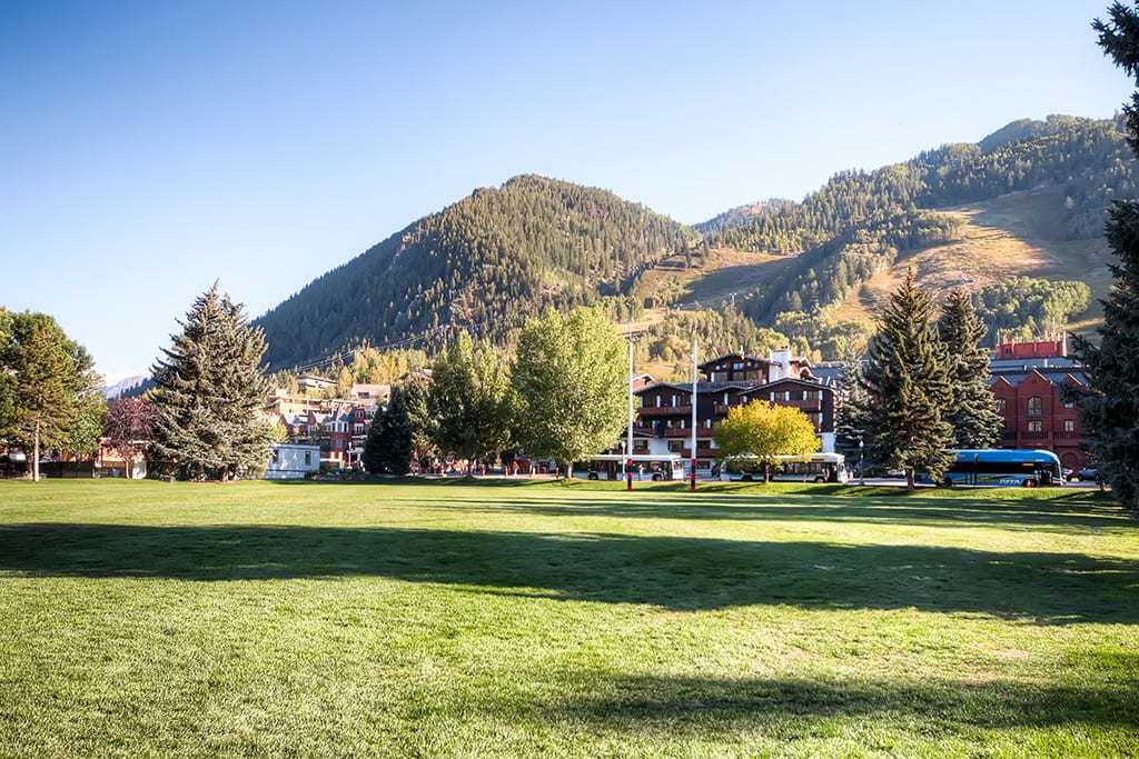 Aspen will treat you to breathtaking views from the moment you arrive.