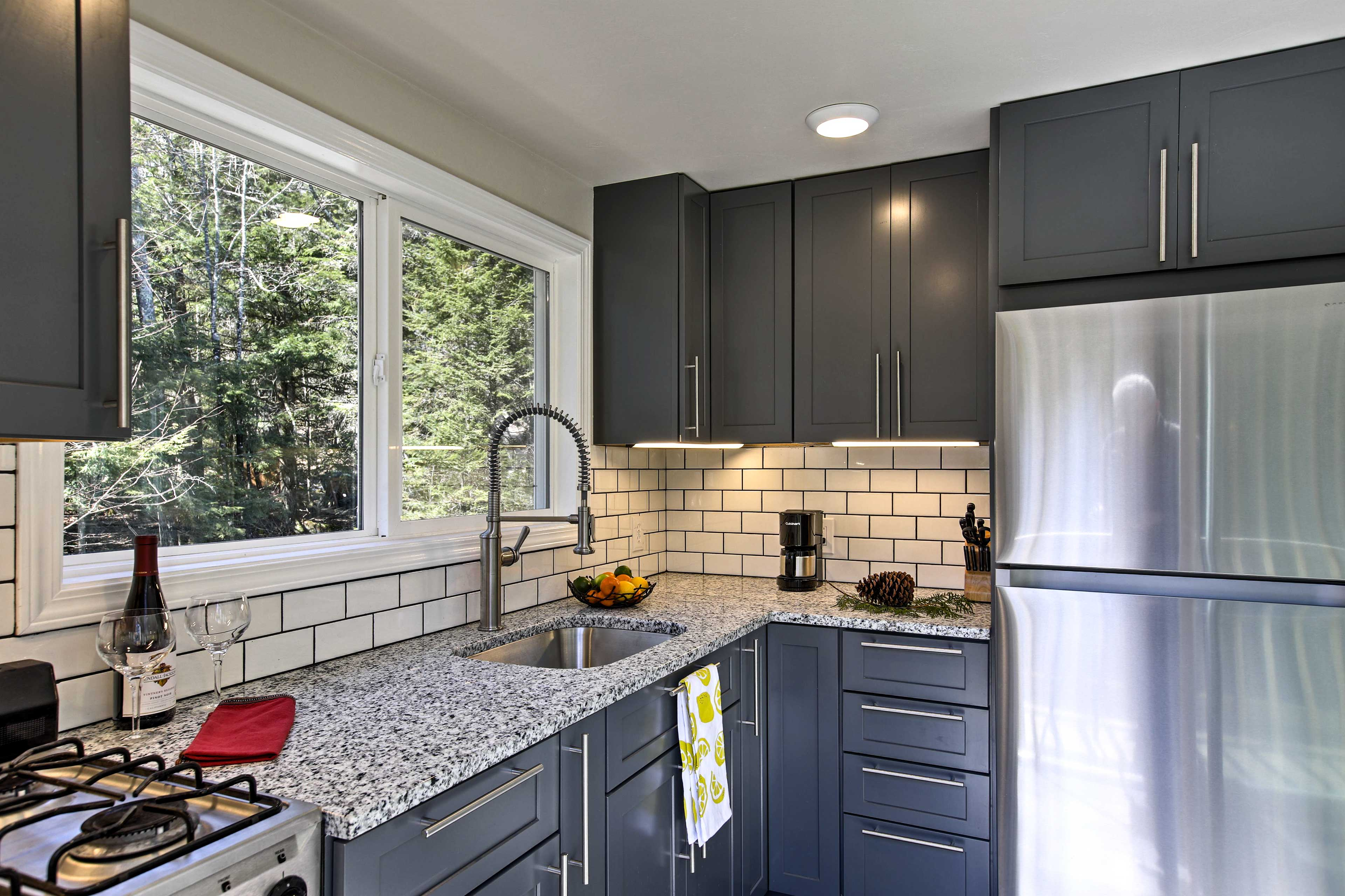 You won't mind cooking in this inviting space!