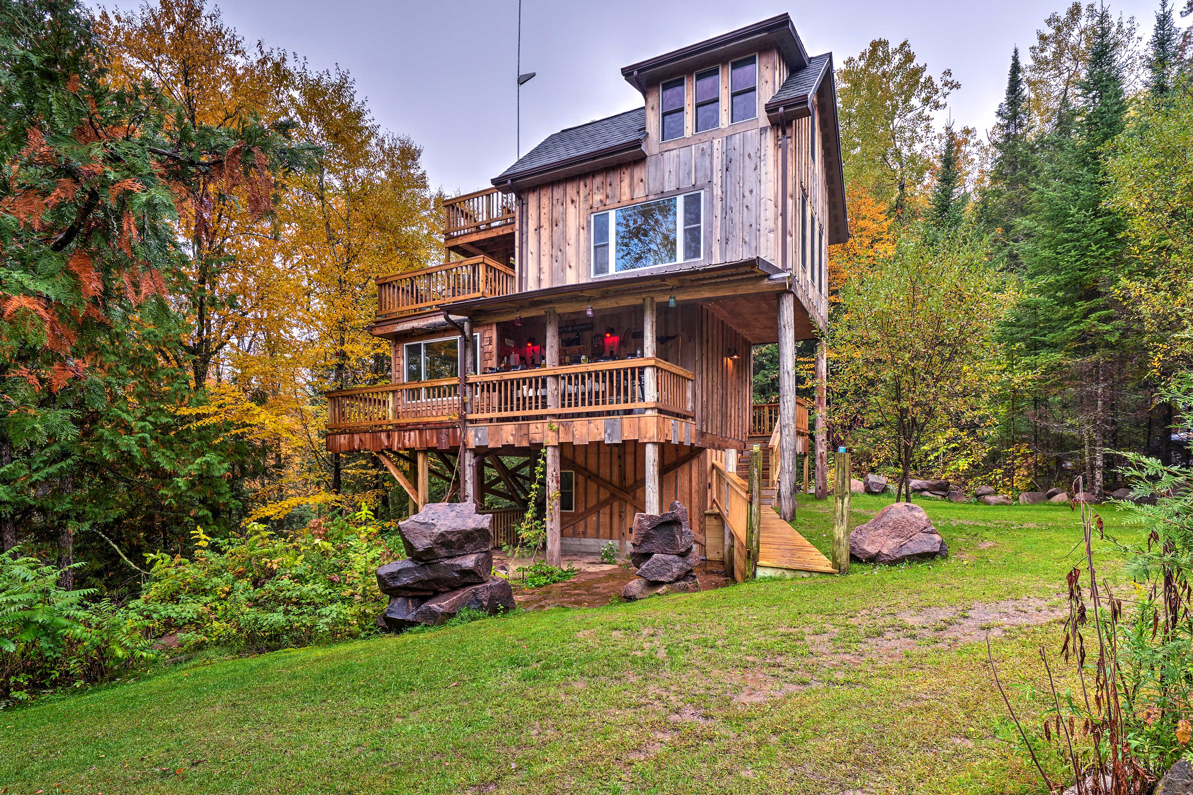 Escape to this eco-friendly Mountain vacation rental house!