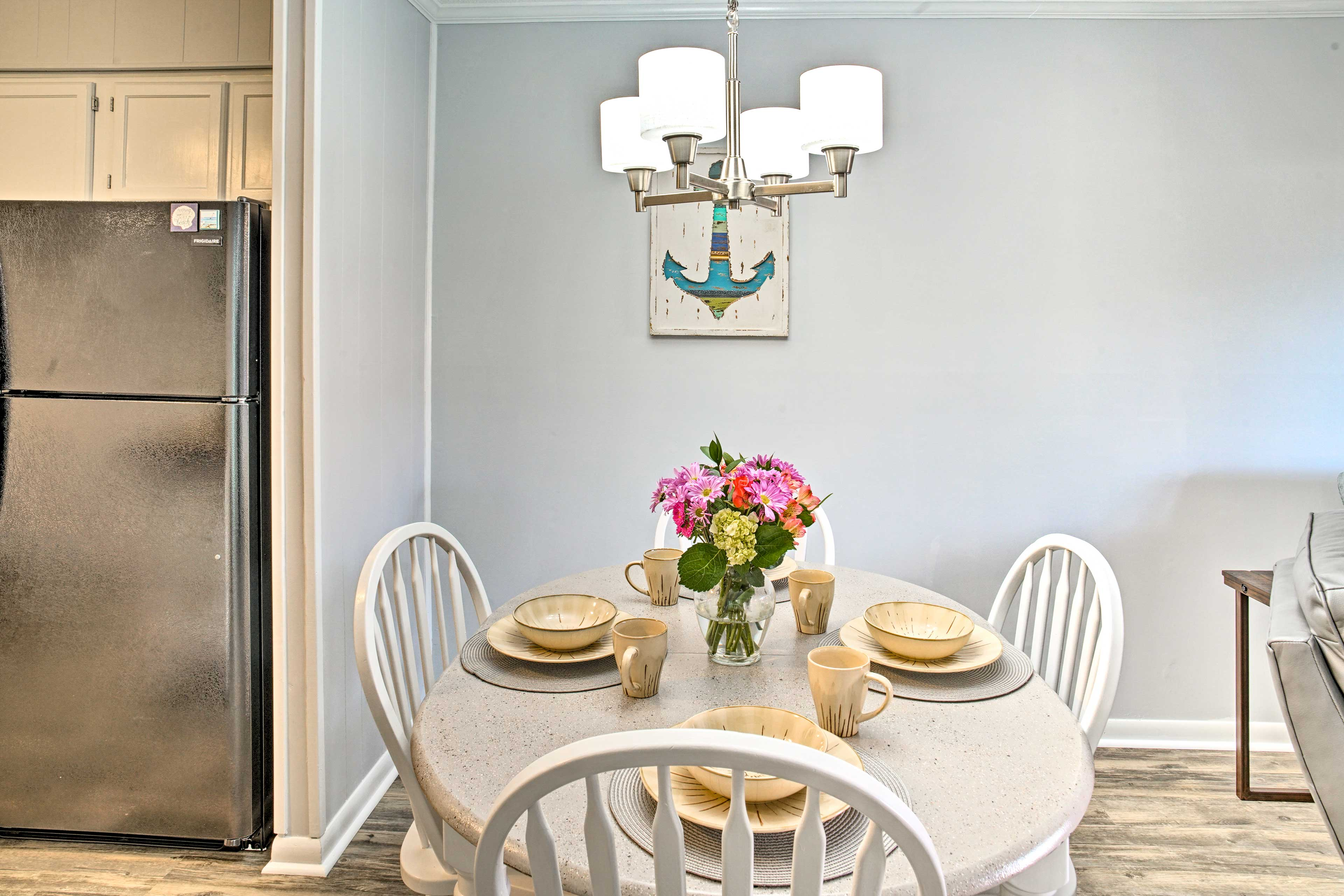 You'll feel right at home as you dine with the family at the 4-person table.