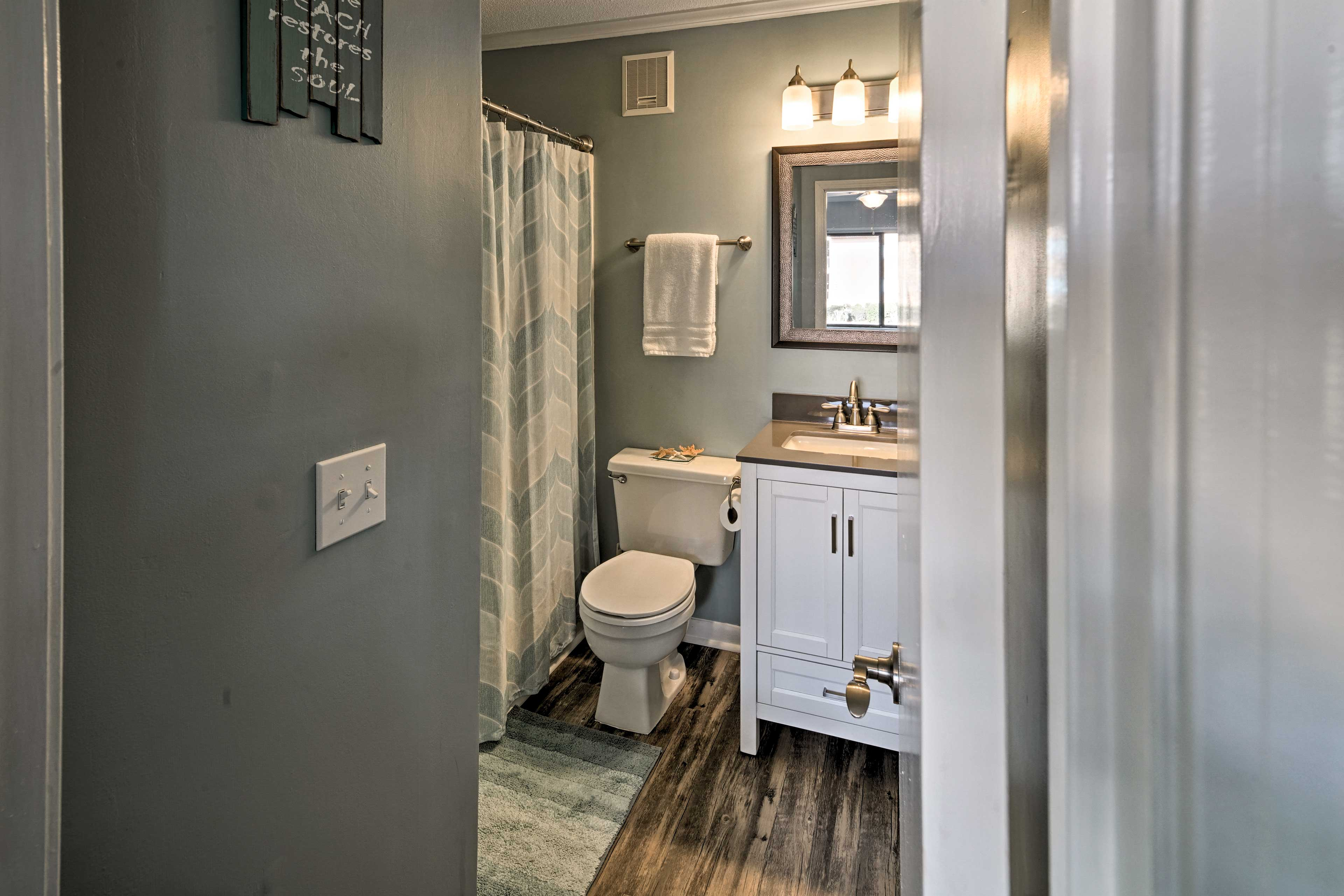 Wash up and freshen up in the en-suite bathroom with a shower/tub combo.